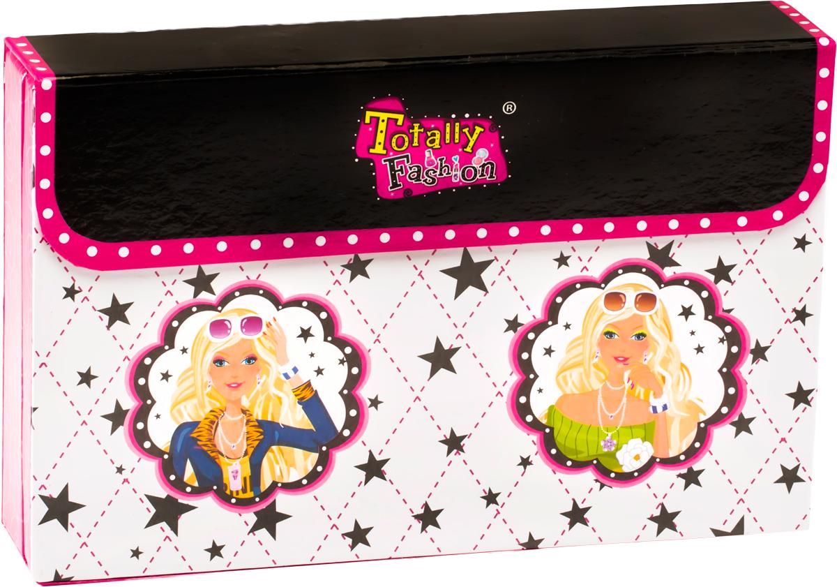 Totally Fashion Набор детской декоративной косметики Клатч22010В наборе: румяна- 4 тона, Блеск для губ - 7 тонов, лак для ногтей - 2 тона, аппликатор, маленькая кисточка, средняя кисточка. Имеется ПАСПОРТ БЕЗОПАСНОСТИ МАТЕРИАЛА. Макияж можно снять, с помощью ватного диска, используя средство для снятия макияжа или просто тёплой водой. Для снятия лака не нужны специальные средства: лак постепенно смывается водой, при мытье рук в течение 2-х дней, или же его можно удалить с помощью детского масла.С помощью этого набора девочка сможет наносить себе макияж и пробовать себя в роли визажиста. Набор представляет собой стильную сумку-клатч, внутри которой находится детская декоративная косметика: румяна, блески для губ, лаки для ногтей, представленные в разных цветах и оттенках. Для нанесения косметики в наборе есть аппликаторы и кисточки разных размеров.Косметика полностью безопасна и легко смывается.