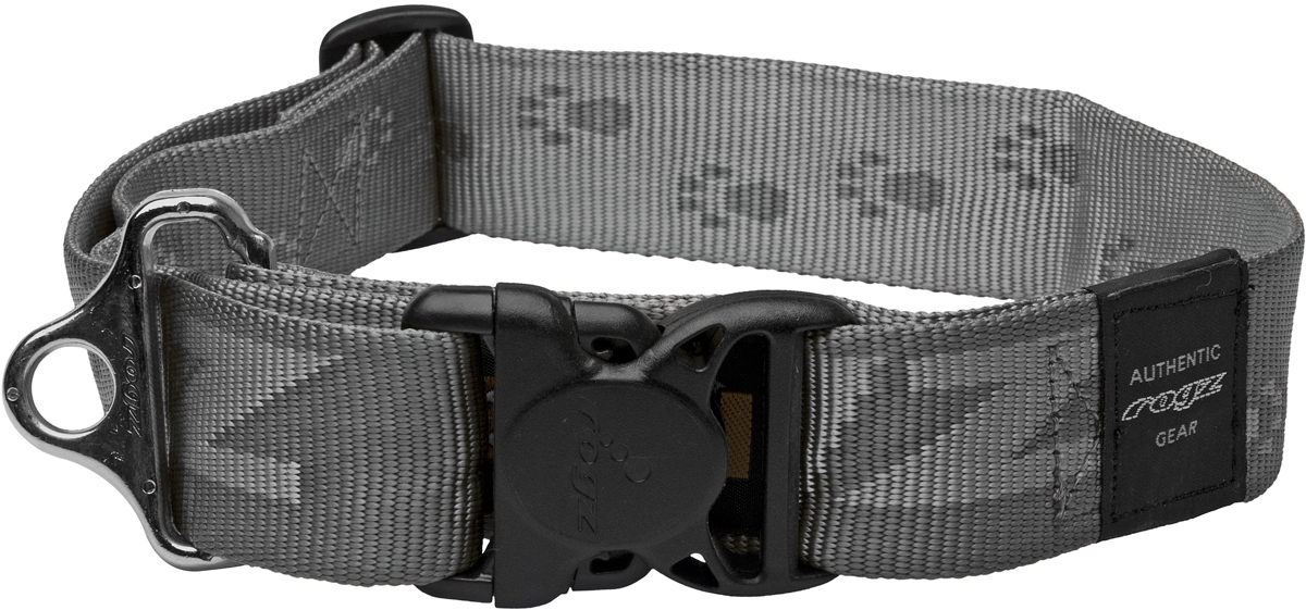Ошейник для собак Rogz Alpinist, цвет: серый, ширина 4 см. Размер XXLHB29LОшейник для собак Rogz Alpinist представляет собой мягкую нейлоновую ленту, которая обладает высокой прочностью. Особое плетение полотна способствует увеличению уровня прочности и защиты. Специальная конструкция пряжки Rog Loc - очень крепкая (система Fort Knox). Замок может быть расстегнут только рукой человека. Технология распределения нагрузки позволяет снизить нагрузку на пряжки, изготовленные из титанового пластика, с помощью правильного и разумного расположения грузовых колец.Особые контурные пластиковые компоненты. Специальная округлая форма конструкции позволяет ошейнику комфортно облегать шею собаки.Выполненные специально по заказу Rogz литые кольца гальванически хромированы, что позволяет избежать коррозии и потускнения изделия.