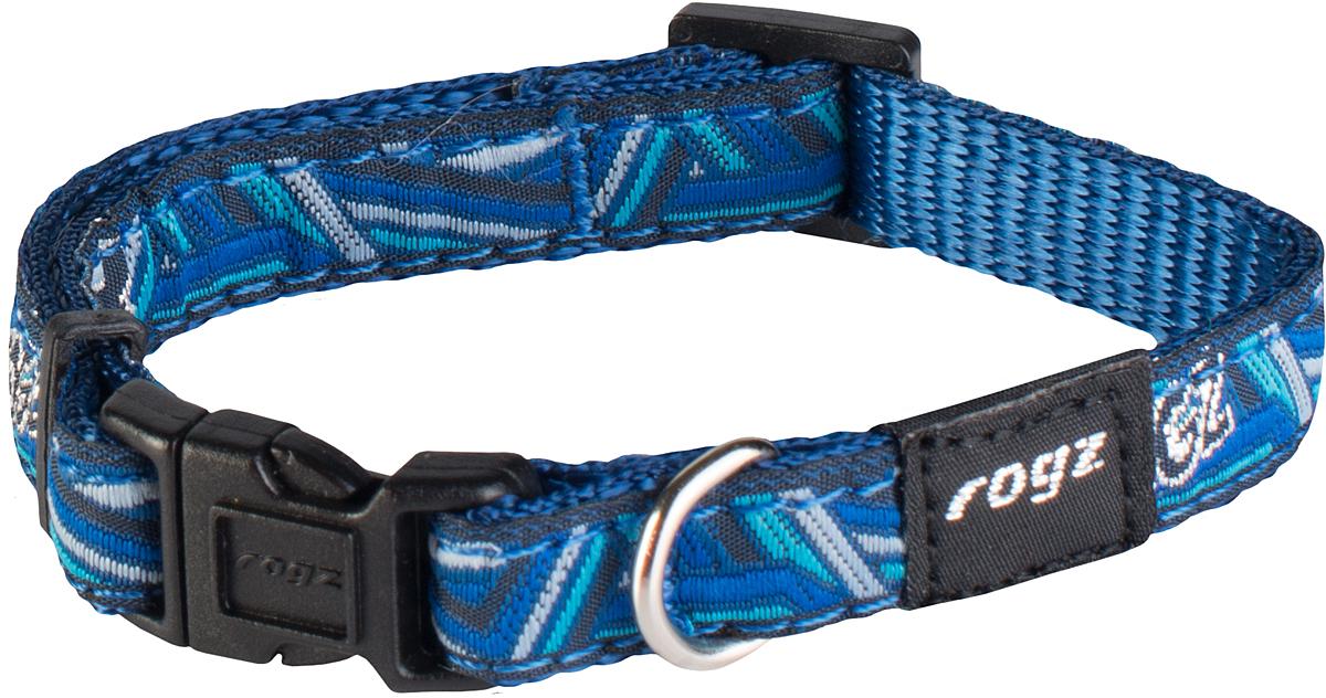 Ошейник для собак Rogz Fancy Dress, цвет: голубой, ширина 1,1 см12171996Ошейник для собак Rogz Fancy Dress имеет необычный дизайн. Широкая гамма потрясающе красивых орнаментов на прочной тесьме поверх нейлоновой ленты украсит вашего питомца. Специальная конструкция пряжки Rog Loc - очень крепкая (система Fort Knox). Замок может быть расстегнут только рукой человека. Технология распределения нагрузки позволяет снизить нагрузку на пряжки, изготовленные из титанового пластика, с помощью правильного и разумного расположения грузовых колец.Особые контурные пластиковые компоненты. Специальная округлая форма конструкции позволяет ошейнику комфортно облегать шею собаки. Выполненные по заказу литые кольца имеют хромирование, нанесенное гальваническим способом, что позволяет избежать коррозии и потускнения изделия.