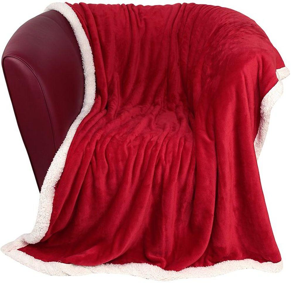 Плед EL Casa Двусторонний, цвет: красный, белый, 150 х 200 см1004900000360Уютный, легкий, и прочный плед в оригинальном дизайне послужит украшением декора вашей комнаты и согреет вас и ваших близких. Одна сторона-гладкая, вторая сторона - под овчину. Устойчив к истиранию и скатыванию, не мнется, не деформируется, сохранит первоначальный вид даже при активном использовании и многочисленных стирках. Такой плед идеален в качестве подарка на любой праздник. Изделие в подарочной сумке с ручками.
