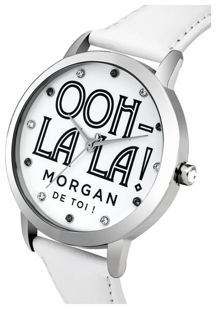 Часы наручные женские Morgan, цвет: серебристый, белый. M1276WBM8434-58AEЧасы Morgan - яркий и оригинальный аксессуар для современных женщин. Часы оснащены широким гибким ремешком из качественной натуральной кожи. Крупный круглый циферблат оформлен оригинальной надписью, названием бренда и отметками из чешских кристаллов вместо цифр. Кварцевые часы выполнены с плоским стеклом, устойчивым к царапинам и бесшумным механизмом. Водозащита: 3 АТМ.