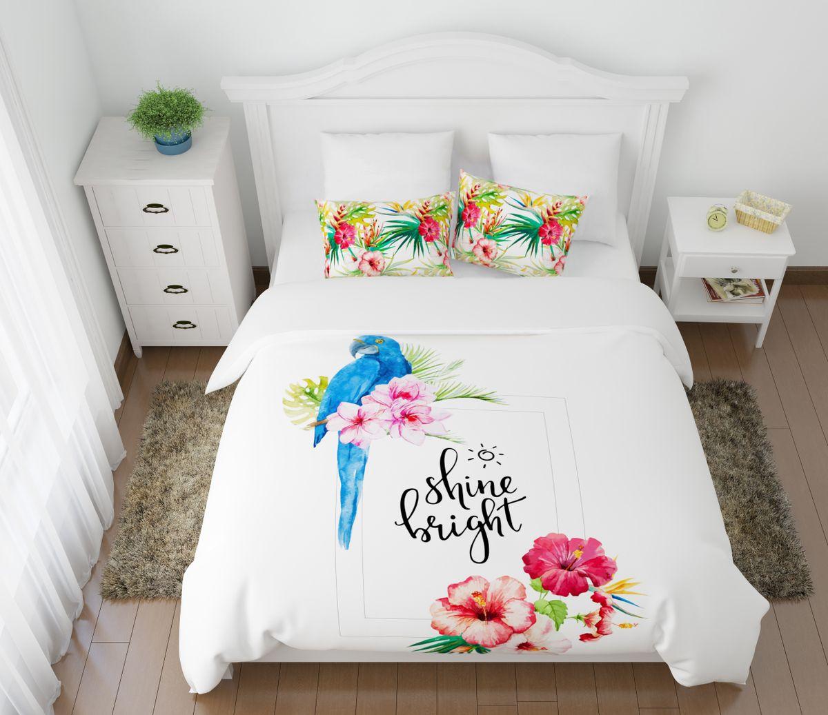 Комплект белья Сирень Голубой попугай, евро, наволочки 50x70, 70х7068/5/3Комплект постельного белья Сирень выполнен из прочной и мягкой ткани. Четкий и стильный рисунок в сочетании с насыщенными красками делают комплект постельного белья неповторимой изюминкой любого интерьера. Постельное белье идеально подойдет для подарка. Идеальное соотношение смешенной ткани и гипоаллергенных красок это гарантия здорового, спокойного сна. Ткань хорошо впитывает влагу, надолго сохраняет яркость красок. Цвет простыни, пододеяльника, наволочки в комплектации может немного отличаться от представленного на фото. В комплект входят: простыня - 220 х 240 см; пододельяник 200 х 220 см; наволочка - 50 х 70 см 2 шт, 70 х 70 см 2 шт.Постельное белье легко стирать при 30-40 градусах, гладить при 150 градусах, не отбеливать. Рекомендуется перед первым изпользованием постирать.
