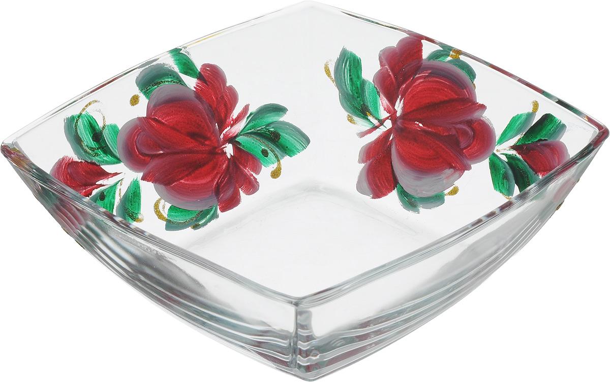 Салатник Хрустальный звон Токио, цвет: прозрачный, бордовый, 550 мл115510Салатник Хрустальный звон Токио квадратной формы изготовлен из прочного прозрачного стекла. Внешние стенки декорированы красочным цветочным рисунком и дополнены блестками. Такой салатник отлично подойдет для сервировки салатов, закусок, солений, соусов. Он красиво дополнит сервировку стола и станет практичным приобретением для кухни.