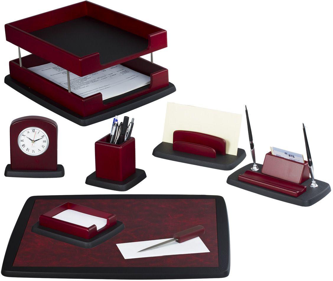 Bestar Набор письменных принадлежностей цвет красное дерево 8 предметовFS-36052Предметы набора изготовлены из дерева. Цвет предметов - красное дерево. В набор входят:•Двойной лоток для бумаг. •Стакан для письменных принадлежностей. •Подставка для ручек и визиток с двумя ручками. •Подставка для бумажного блока. •Подставка для писем. •Нож для открывания конвертов. •Часы. •Коврик для письма.