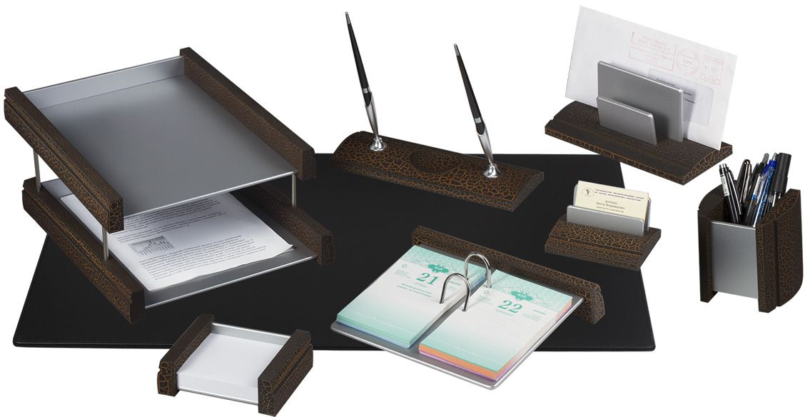 Bestar Набор письменных принадлежностей цвет светлая вишня 8 предметовPP-002Предметы набора выполнены из дерева цвета светлая вишня. В набор входят:•Коврик для письма. •Двойной лоток для бумаг. •Подставка для бумажного блока. •Подставка для ручек со скрепочницей для (2 ручки в комплекте). •Подставка для перекидного календаря. •Стакан-подставка для письменных принадлежностей. •Подставка для визиток. •Подставка для писем.