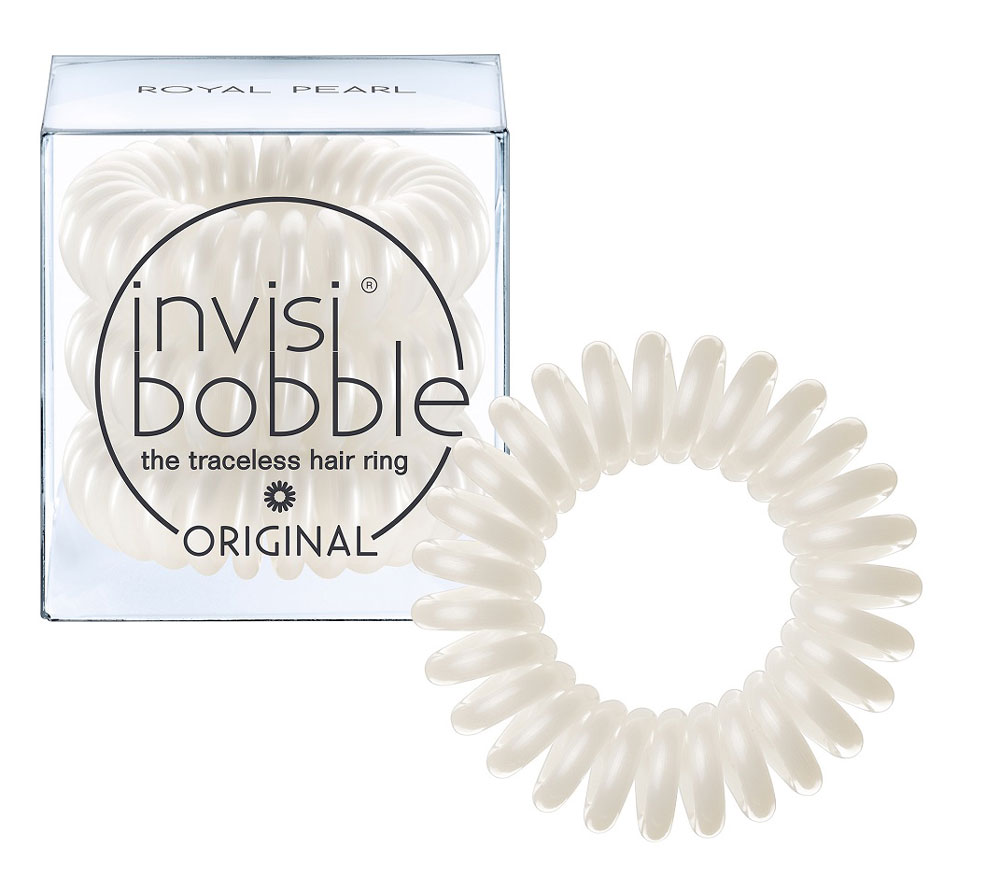 Invisibobble Резинка-браслет для волос Original Royal Pearl, 3 штСерьги с подвескамиМягко переливающийся жемчужный оттенок invisibobble royal pearl из коллекции ORIGINAL пробудит внутри каждой девушки настоящую принцессу! В коллекцию ORIGINAL вошли наиболее популярные цвета резинок-браслетов, а также новые цвета для создания безупречного образа на каждый день. Резинки-браслеты invisibobble подходят для всех типов волос, надежно фиксируют прическу, не оставляют заломов и не вызывают головную боль благодаря неравномерному распределению давления на волосы. Кроме того, они не намокают и не вызывают аллергию при контакте с кожей, поскольку изготовлены из искусственной смолы.C резинками Invisibobble можно легко создавать разнообразные прически. Резинки прочно держат волосы любой длины, при этом, не стягивая их слишком туго. Телефонный провод позволяет с легкостью и без вреда для волос протягивать пряди под спираль и ослаблять уже закрепленные для придания объема прическе. Invisibobble Original идеально подходят для ежедневного применения.Не комедогенна.