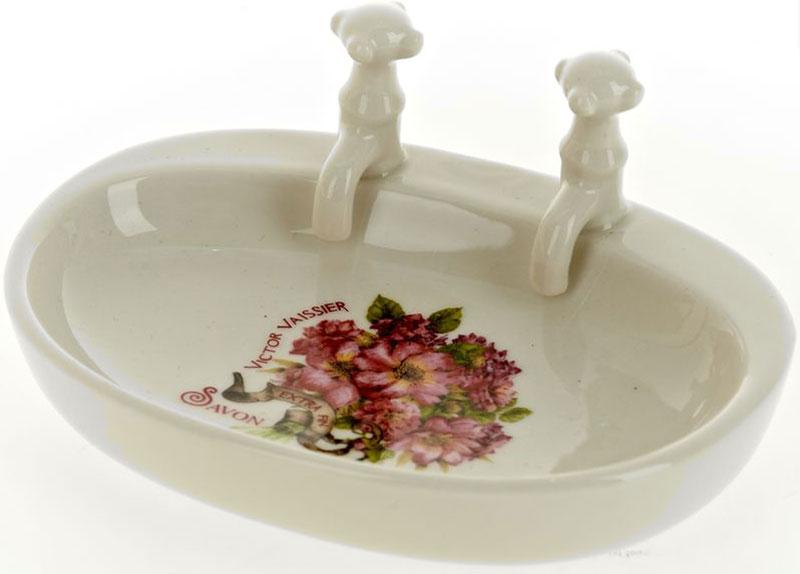 Мыльница White Clean Аромат весны13697Мыльница White CLEAN Аромат весны изготовлена из натуральной и элегантной керамики молочного цвета с изображением цветов, удобной овальной формы. Изделие прекрасно дополнит интерьер вашей ванной комнаты и отлично сочетается с другими аксессуарами из коллекции Аромат весны.