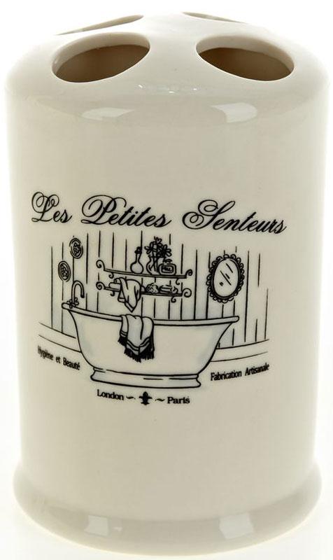 Стакан для зубных щеток White Clean Винтаж, 200 мл8300018Стакан для зубных щеток White Clean Винтаж изготовлен из прочной качественной керамики молочного цвета. Оснащен отверстиями для зубных щеток. Такой стакан красиво дополнит интерьер ванной комнаты и отлично сочетается с другими аксессуарами из коллекции Винтаж.Объем: 200 мл.