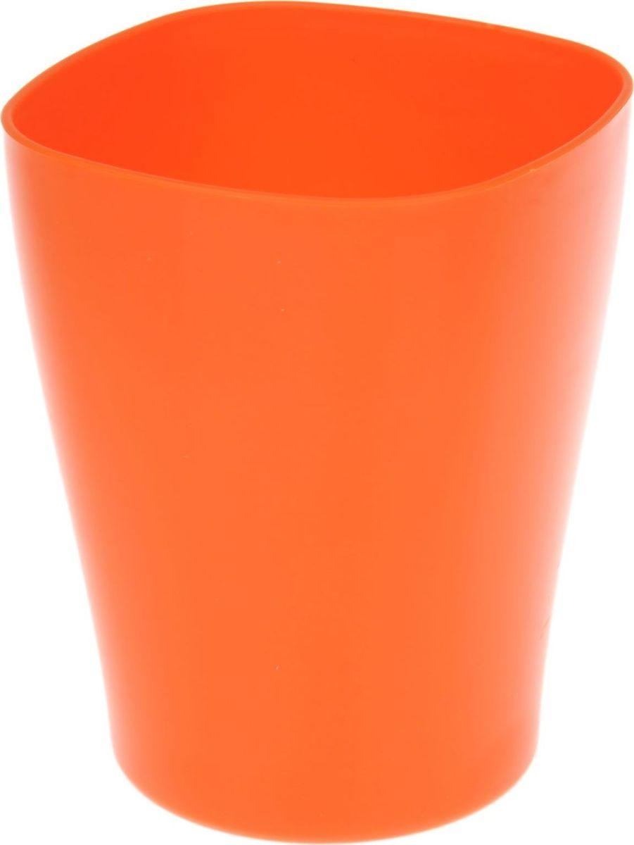 Кашпо JetPlast Ирис, цвет: оранжевый, 2 л531-105Любой, даже самый современный и продуманный интерьер будет не завершённым без растений. Они не только очищают воздух и насыщают его кислородом, но и заметно украшают окружающее пространство. Такому полезному члену семьи просто необходимо красивое и функциональное кашпо, оригинальный горшок или необычная ваза! Мы предлагаем - Кашпо 2 л Ирис, цвет оранжнвый! Оптимальный выбор материала пластмасса! Почему мы так считаем? -Малый вес. С лёгкостью переносите горшки и кашпо с места на место, ставьте их на столики или полки, подвешивайте под потолок, не беспокоясь о нагрузке. -Простота ухода. Пластиковые изделия не нуждаются в специальных условиях хранения. Их легко чистить достаточно просто сполоснуть тёплой водой. -Никаких царапин. Пластиковые кашпо не царапают и не загрязняют поверхности, на которых стоят. -Пластик дольше хранит влагу, а значит растение реже нуждается в поливе. -Пластмасса не пропускает воздух корневой системе растения не грозят резкие перепады температур. -Огромный выбор форм, декора и расцветок вы без труда подберёте что-то, что идеально впишется в уже существующий интерьер. Соблюдая нехитрые правила ухода, вы можете заметно продлить срок службы горшков, вазонов и кашпо из пластика: -всегда учитывайте размер кроны и корневой системы растения (при разрастании большое растение способно повредить маленький горшок)-берегите изделие от воздействия прямых солнечных лучей, чтобы кашпо и горшки не выцветали-держите кашпо и горшки из пластика подальше от нагревающихся поверхностей. Создавайте прекрасные цветочные композиции, выращивайте рассаду или необычные растения, а низкие цены позволят вам не ограничивать себя в выборе.