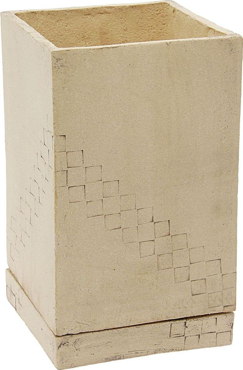Кашпо Керамика ручной работы Куб, 8 л531-401Кашпо Куб с узором, 8 л — настоящая находка для садоводов. Это замечательное изделие, словно претерпевшее влияние времени, станет изысканной деталью вашего участка.Фигура выполнена исключительно из шамотной глины, которая делает её:- абсолютно нетоксичной- устойчивой к воздействию окружающей среды (морозостойкой)- устойчивой к изменению цвета и структуры (не шелушится и не облезает).При декорировании используются только качественные пигменты. Глина обжигается в два этапа: утилитный (900 °С) с последующим декорированием и политой (1100 °С). Такая технология придаёт изделию необходимую крепость.