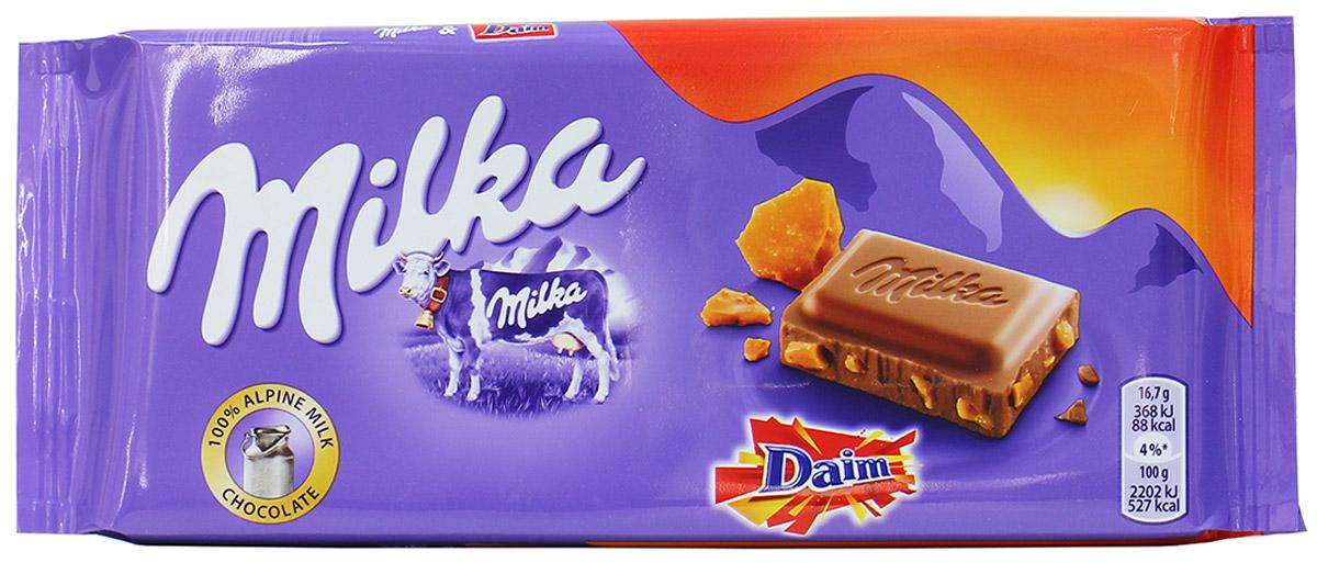Milka Шоколад Daim, молочный шоколад с кусочками миндальной карамели, 100 г0120710Если вы любите шоколад, то немецкая плитка Milka Daim вам понравится больше всего. Технологи не перестают удивлять любителей сладкого невероятными начинками и наполнителями. Воздушный шоколад с таящей текстурой сделан из лучших сортов какао и суженого молока коровы, которая обитает только на экологически чистых пастбищах и питается только чистой травой. Только такое молоко используется для добавления в качественный продукт. Кусочки тянущейся карамели и миндаля заставят вас на мгновение забыть об окружающем мире и предаться сладким воспоминаниям о первой любви.