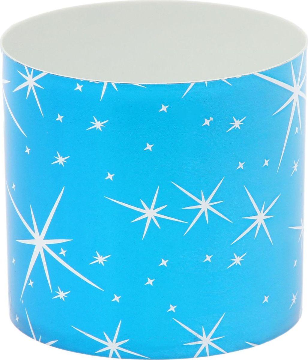 Горшок для цветов Simple Garden Звезды, со скрытым поддоном, цвет: голубой металлик, 1 л531-402Любой, даже самый современный и продуманный интерьер будет незавершённым без растений. Они не только очищают воздух и насыщают его кислородом, но и украшают окружающее пространство. Такому полезному члену семьи просто необходим красивый и функциональный дом! Мы предлагаем #name#! Оптимальный выбор материала — пластмасса! Почему мы так считаем?Малый вес. С лёгкостью переносите горшки и кашпо с места на место, ставьте их на столики или полки, не беспокоясь о нагрузке. Простота ухода. Кашпо не нуждается в специальных условиях хранения. Его легко чистить — достаточно просто сполоснуть тёплой водой. Никаких потёртостей. Такие кашпо не царапают и не загрязняют поверхности, на которых стоят. Пластик дольше хранит влагу, а значит, растение реже нуждается в поливе. Пластмасса не пропускает воздух — корневой системе растения не грозят резкие перепады температур. Огромный выбор форм, декора и расцветок — вы без труда найдёте что-то, что идеально впишется в уже существующий интерьер. Соблюдая нехитрые правила ухода, вы можете заметно продлить срок службы горшков и кашпо из пластика:всегда учитывайте размер кроны и корневой системы (при разрастании большое растение способно повредить маленький горшок)берегите изделие от воздействия прямых солнечных лучей, чтобы горшки не выцветалидержите кашпо из пластика подальше от нагревающихся поверхностей. Создавайте прекрасные цветочные композиции, выращивайте рассаду или необычные растения.