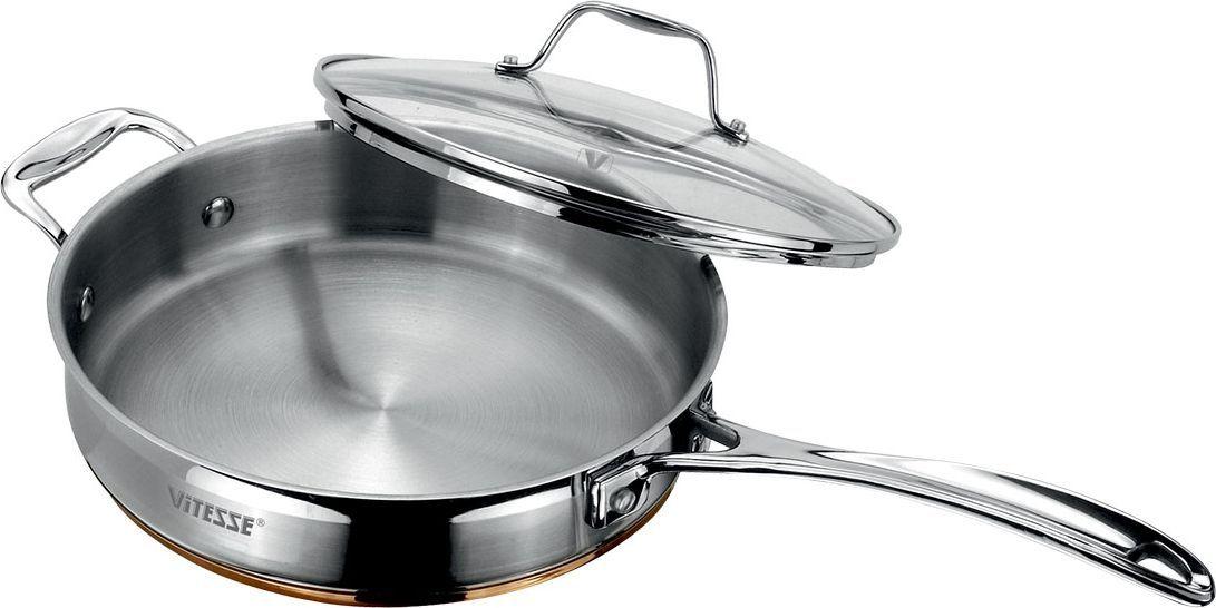Сковорода Vitesse Galatee с крышкой. Диаметр 24 смFS-91909Сковорода Vitesse Galatee прекрасно подойдет для вашей кухни. Она изготовлена из высококачественной нержавеющей стали 18/10. Многослойное термоаккумулирующее дно с алюминиевой прослойкой обеспечивает равномерное распределение тепла по поверхности емкости. Сковорода оснащена удобными ручками из нержавеющей стали, которые надежно крепятся к корпусу. Крышка выполнена из термостойкого стекла. Она позволяет наблюдать за процессом приготовления пищи. Крышка оснащена отверстием для выхода пара и металлическим ободом по краю, который предотвратит скол стекла. На внутренней стороне имеется шкала литража, что обеспечивает дополнительное удобство при приготовлении пищи.Сковорода Vitesse Damira подходит для использования на всех типах плит, кроме индукционных. Изделие можно мыть в посудомоечной машине. Объем: 2,5 л. Диаметр (по верхнему краю): 24 см. Высота стенки: 6 см.