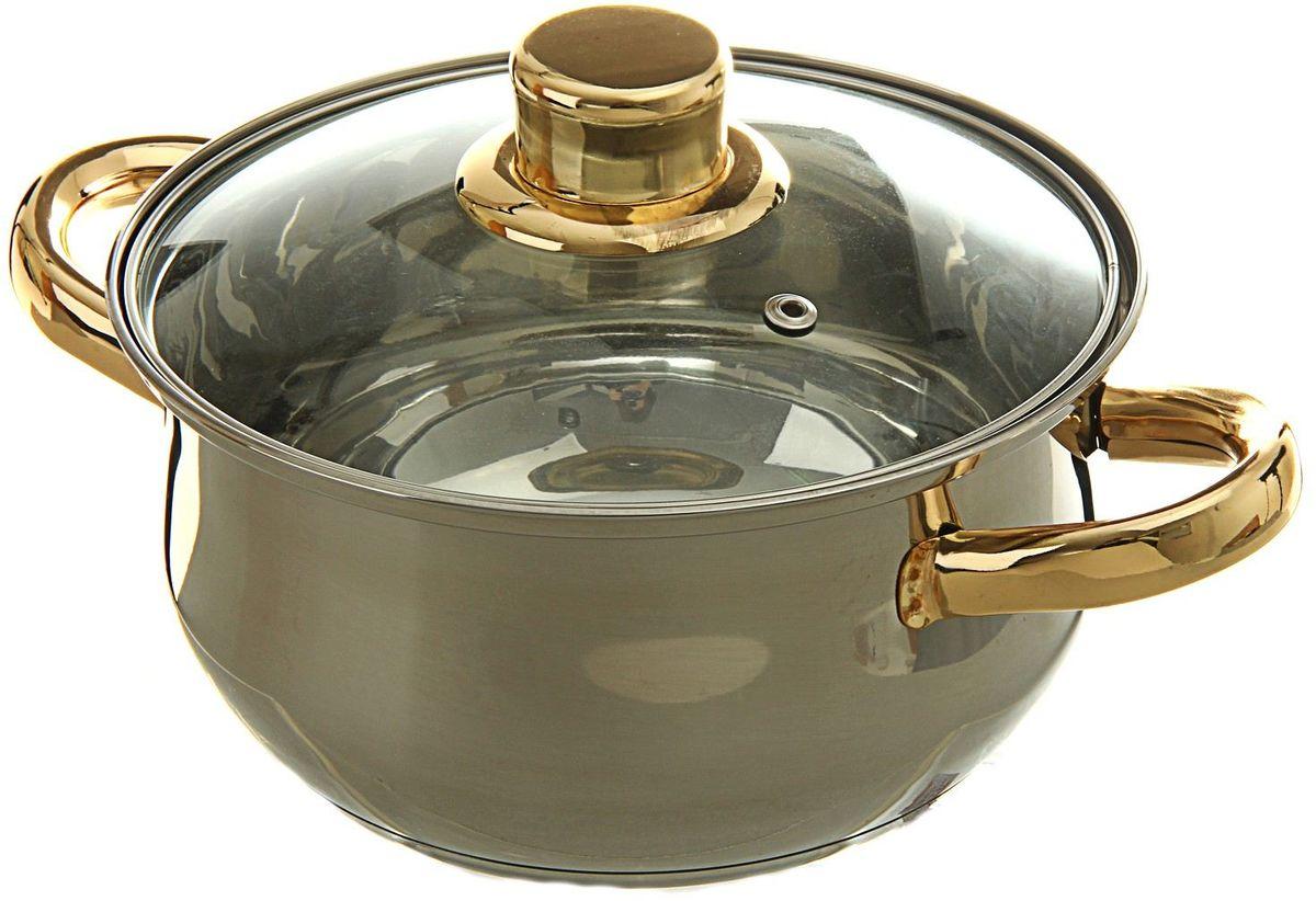 Кастрюля Доляна Роскошь, с крышкой, 2,2 л54 009312За последние несколько лет посуда из нержавеющей стали приобрела наибольшую популярность среди покупателей. А знаете почему? Посуда из нержавейки отлично сохраняет тепло пищи продолжительное время, не влияет на вкус и цвет еды, так как не вступает во взаимодействие с кислотами, содержащимися в ней.Не убедили?Нержавеющая сталь является самой гигиеничной поверхностью, которая не имеет пор и трещин, где могут скапливаться бактерии.Легко очищается от любых загрязнений.Надёжные ручки помогут удержать даже полную кастрюлю.Зеркальная полировка придаёт посуде благородный облик и не требует специального ухода.Посуда из стали не ржавеет и почти не стареет.Кастрюля из нержавеющей стали 2,2 л Роскошь с крышкой имеет качественное трёхслойное капсулированное дно толщиной 1,1 мм (0,3 мм сталь/ 0,5 мм алюминий/ 0,3 мм сталь) и высокие стенки (толщина 0,3 мм). Они обеспечивают оптимальное распределение тепла по всей поверхности кастрюли, что препятствует пригоранию еды в процессе готовки. Используйте минимум масла и жира, сохраняйте максимальное количество полезных веществ и натуральный вкус продуктов.А что ещё?Серия Роскошь удивит необычной расцветкой ручек, которая притягивает взгляд и вызывает желание прикоснуться к прекрасному. Благородный внешний вид сделает кастрюлю роскошным подарком на любой праздник.Отдельно стоит отметить существенную экономию электроэнергии или газа: плиту можно выключить раньше, чем пища будет готова. Благодаря накопленному теплу ваше блюдо дойдёт самостоятельно, без дополнительного нагревания.