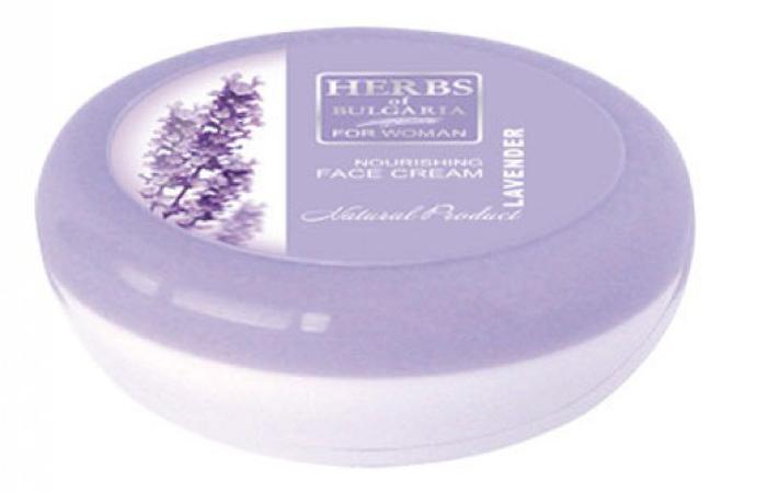 Herbs of Bulgaria Lavender Питающий крем для лица, 100 мл63399Крем созданный исключительно на растительной основе. Содержит масло жожоба, воду из цветков лаванды, Д-пантенол и витамин Е. Подходит для нормальной и жирной кожи. Благодаря питающим и увлажняющим ингредиентам кожа Вашего лица становится защищенной, гладкой и блестящей. Увлажняет, замедляет возрастные изменения и предупреждает их появление. Выравнивает цвет и рельеф кожи, устраняет отёчность и следы усталости. Подходит для всех типов кожи.
