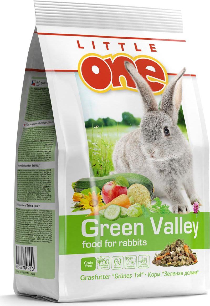 Корм для кроликов Little One Зеленая долина, из разнотравья, 750 г0120710Корм из разнотравья Little One Зеленая долина - рацион для декоративных животных, в состав которого входит 60 разновидностей трав. Изготовленный с помощью специальной технологии холодного прессования, корм сохранил все витамины, минералы и другие ценные питательные вещества, входящие в состав растений. Корм богат длинными волокнами клетчатки, что обеспечит необходимый уход за зубами и правильное пищеварение у кроликов.Рацион обогащен фруктоолигосахаридами — натуральными пребиотиками, которые поддержат рост полезной микрофлоры в кишечнике. Жирные кислоты омега-3 и омега-6, содержащиеся в корме, обеспечат здоровье кожи и сделают шерсть питомца густой и блестящей. Дрожжевой экстракт, богатый витаминами группы В, селеном и бета-глюканами, окажет благотворное влияние на иммунную систему. Для разнообразия рациона кролика в состав корма входят вкусные и полезные добавки — сушеные цветы, фрукты, овощи и плоды.Корм не содержит зерновых компонентов, что прекрасно подходит для диетического питания животных, в том числе страдающих от избыточного веса и других заболеваний. Не содержит красителей, ароматизаторов, ГМО. Товар сертифицирован.