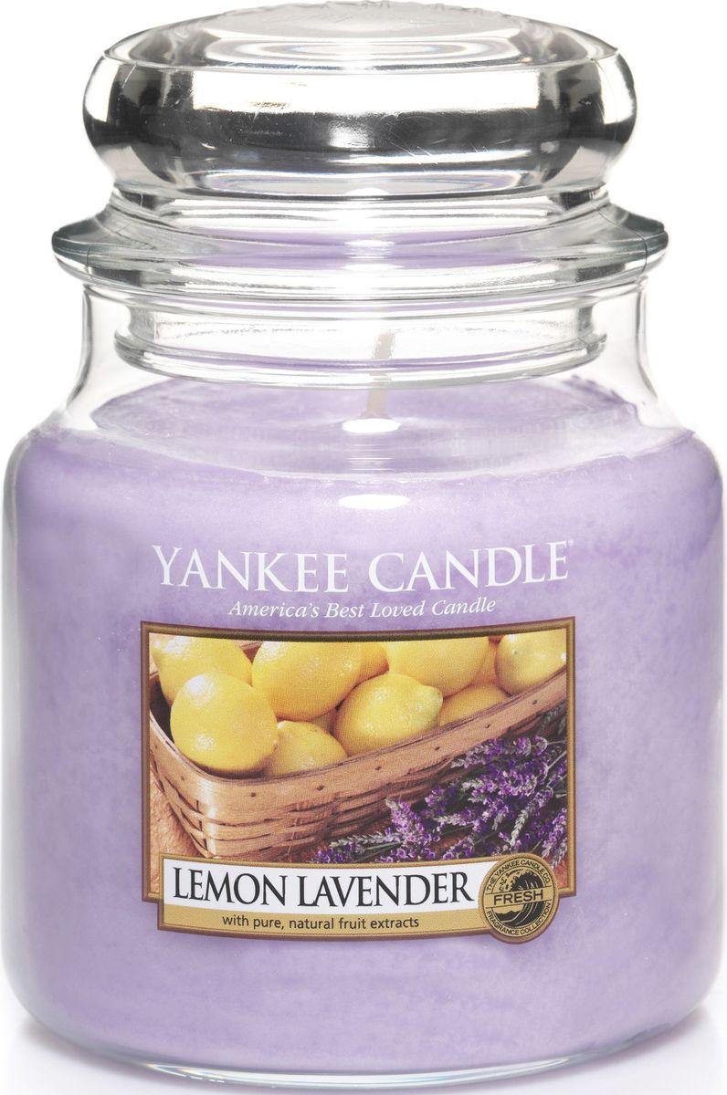 Ароматическая свеча Yankee Candle Лимон и лаванда / Lemon Lavender, 65-90 ч1073482EАроматическая свеча Yankee Candle не только окутает вас волшебным ароматом, но еще и прекрасно впишется в интерьер. Использовать изделие можно как в доме, так и на веранде или в саду. Свеча в стеклянной банке с крышкой выполнена из высокоочищенного парафина с добавлением натуральных эфирных масел. Стекло делает горение свечи безопасным.Описание ароматической композиции: насыщенный аромат смеси лимонных цитрусовых и сладких цветов лаванды.Верхняя нота: Мандарин, Лимон, Лаванда.Средняя нота: Фруктовые ноты, Апельсин, Петитгрейн, Эвкалипт.Базовая нота: Ваниль, Оттенки специй.