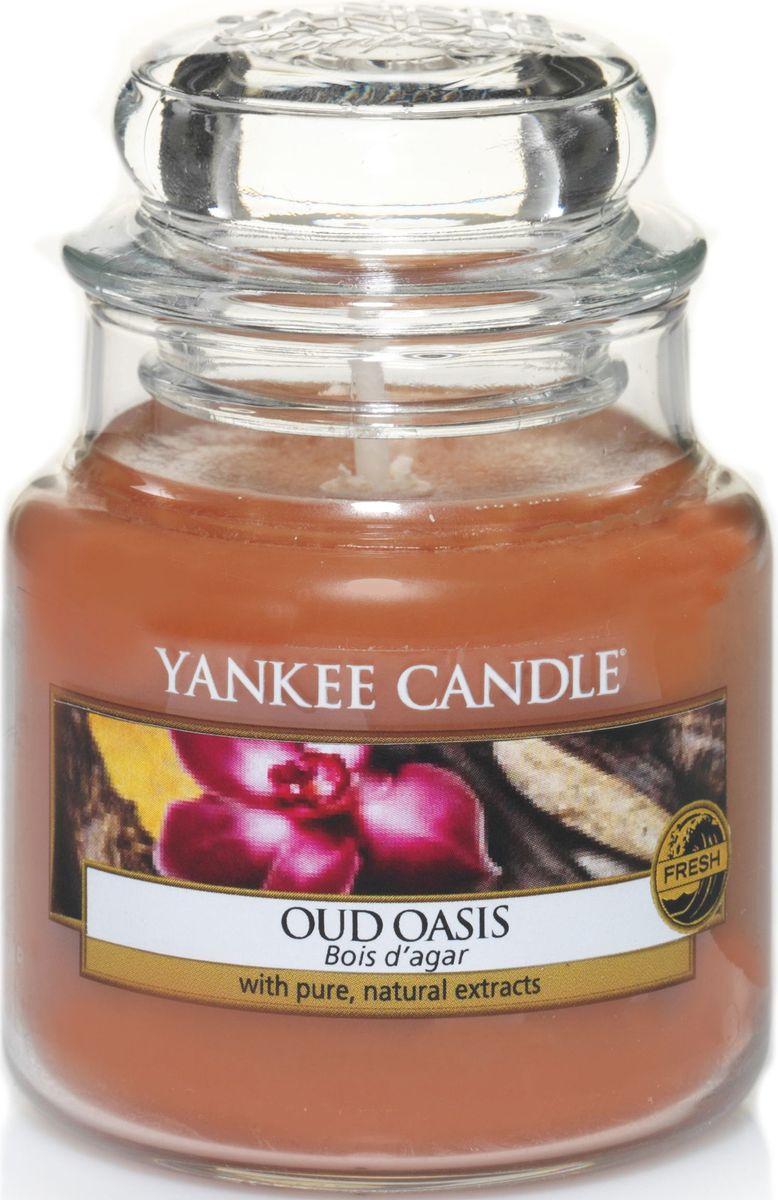 Ароматическая свеча Yankee Candle Удовый оазис / Oud Oasis, 25-45 ч1332235EАроматическая свеча Yankee Candle не только окутает вас волшебным ароматом, но еще и прекрасно впишется в интерьер. Использовать изделие можно как в доме, так и на веранде или в саду. Свеча в стеклянной банке с крышкой выполнена из высокоочищенного парафина с добавлением натуральных эфирных масел. Стекло делает горение свечи безопасным.Описание ароматической композиции: тот самый древесный аромат, который обволакивает ваше пространство магическим шлейфом удового дерева.Верхняя нота: богатый сливочный аромат Удового дерева, Ягоды, Слива, Ром.Средние ноты: Ирис, Жасмин, Шафран.Базовая нота: Аромат древесины, Амбра, Пралине, Карамель, Ваниль.
