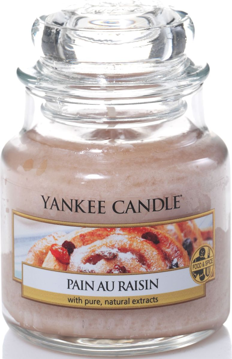 Ароматическая свеча Yankee Candle Булочка с изюмом / Pain Au Raisin, 25-45 ч1332254EДразнящий аромат коньяка с изюмом, запеченным в маслянистое ванильное тесто с корицей.Верхняя нота: Палочка Корицы, Сахар-Сырец, Масло Миндаля.Средняя нота: Пряный Изюм, Слива, Сладкий Рис.Базовая нота: Ваниль, Солод, Коньяк.