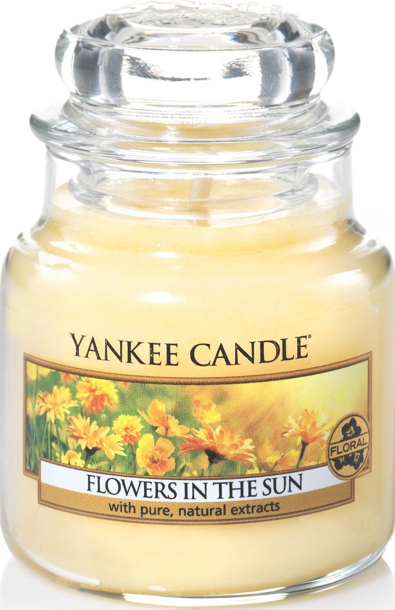 Ароматическая свеча Yankee Candle Цветы на солнце / Flowers In The Sun, 25-45 чБрелок для ключейПрогулка в саду, залитым солнечным светом, золотого цвета. Удивительно яркий аромат сладких цветов.Верхняя нота: Лимон, АпельсинСредняя нота: Цветущая Азалии, РозаБазовая нота; Сладкий Воздушный Мускус