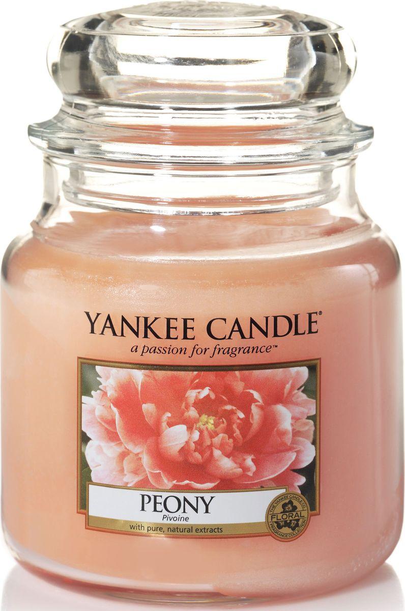 Ароматическая свеча Yankee Candle Пион / Peony, 65-90 ч1507693EАроматическая свеча Yankee Candle не только окутает вас волшебным ароматом, но еще и прекрасно впишется в интерьер. Использовать изделие можно как в доме, так и на веранде или в саду. Свеча в стеклянной банке с крышкой выполнена из высокоочищенного парафина с добавлением натуральных эфирных масел. Стекло делает горение свечи безопасным.Описание ароматической композиции: ароматическая свеча с потрясающим свежим ароматом настоящих пионов.Верхняя нота: Сладкий пион.Средняя нота: Розовый пион.Базовая нота: Сандал.