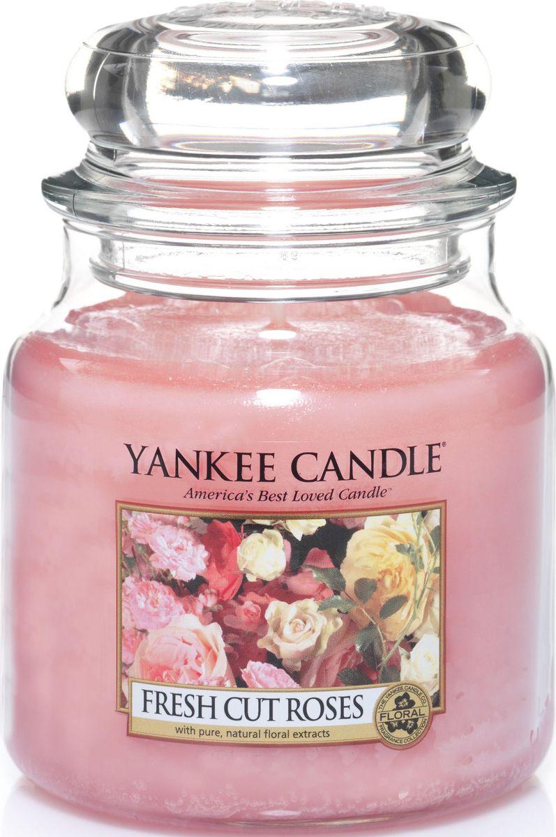 Ароматическая свеча Yankee Candle Свежесрезанные розы / Fresh Cut Roses, 65-90 ч12723Свеча в стеклянной банке c ароматом настоящих свежих роз.Верхние ноты: Фруктово - Яблочные, Зеленых Листьев, ЦитрусовыхСредние ноты: Красная Роза, ГераньБазовые ноты: Мускус
