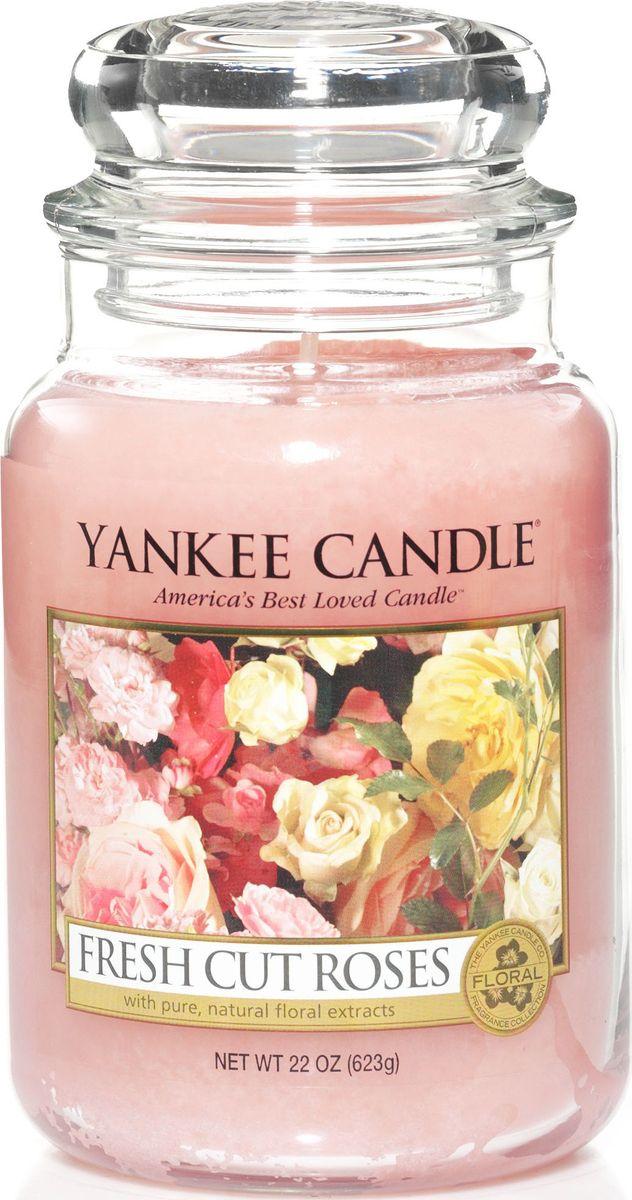 Ароматическая свеча Yankee Candle Свежесрезанные розы / Fresh Cut Roses, 110-150 чБрелок для ключейСвеча в стеклянной банке c ароматом настоящих свежих роз.Верхние ноты: Фруктово - Яблочные, Зеленых Листьев, ЦитрусовыхСредние ноты: Красная Роза, ГераньБазовые ноты: Мускус