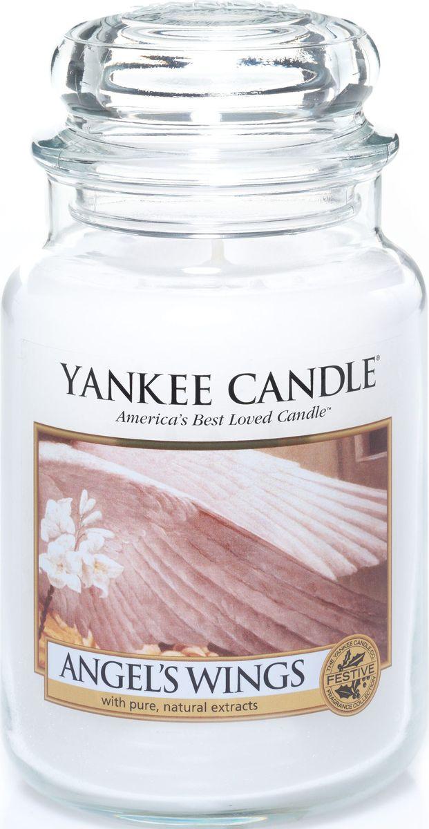 Ароматическая свеча Yankee Candle Крылья ангела / Angel Wings, 110-150 ч1306395ЕАроматическая свеча Yankee Candle не только окутает вас волшебным ароматом, но еще и прекрасно впишется в интерьер. Использовать изделие можно как в доме, так и на веранде или в саду. Свеча в стеклянной банке с крышкой выполнена из высокоочищенного парафина с добавлением натуральных эфирных масел. Стекло делает горение свечи безопасным.Описание ароматической композиции: неописуемо вкусный аромат из детства, несущий тепло и ощущение искристого красивого снега.Верхняя нота: Сахарный тростник, Глазированная карамель.Средняя нота: Ландыш, Сахарный зефир, Сладкий жасмин.Базовая нота: Ваниль, Белый мускус, Кремовая амбра, Ванильный солод.