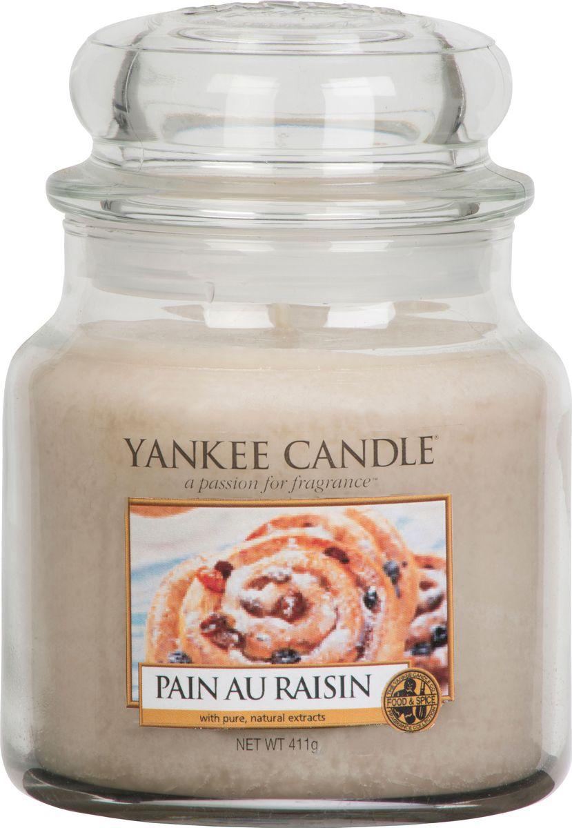 Ароматическая свеча Yankee Candle Булочка с изюмом / Pain Au Raisin, 65-90 ч28907 4Дразнящий аромат коньяка с изюмом, запеченным в маслянистое ванильное тесто с корицей.Верхняя нота: Палочка Корицы, Сахар-сырец, Масло Миндаля.Средняя нота: Пряный Изюм, Слива, Сладкий Рис.Базовая нота: Ваниль, Солод, Коньяк.