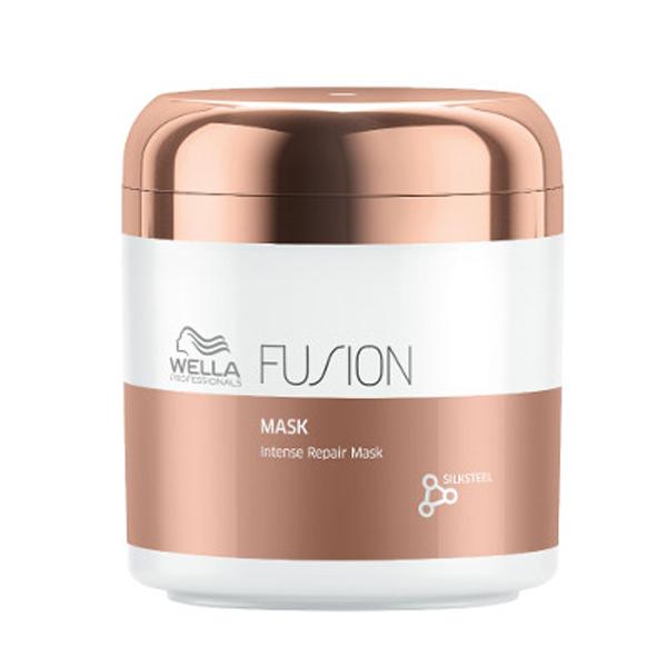 Wella Professionals Fusion Mask Интенсивно восстанавливающая маска, 150 млFS-00897Роскошная маска имеет текстуру нежнейшего крема и помогает ухаживать за поврежденными волосами, защищает их от дальнейшего повреждения. Содержит интенсивные кондиционирующие компоненты и аминокислоты шелка.- Маска мгновенно улучшает состояние волос, подверженных механически повреждениями.- Способствует легкому расчесыванию, делает волосы гладкими и эластичными.Маска из новой линии для интенсивного восстановления волос представляет собой средство ухода из 3-этапного сервиса длительностью 20 минут, который включает в себя - подготовку (очищение), уход и запечатывание кутикулы волоса (может проводиться с применением климазона или вапоризатора). Эта изысканная премиальная процедура с применением эксклюзивной амино-сыворотки Fusion способствует интенсивному восстановлению волос, делает их эластичными и защищает от дальнейших повреждений.Способ применения: Нанесите на влажные, вымытые волосы. Оставьте на 5 минут и затем тщательно смойте.Объем: 500 мл