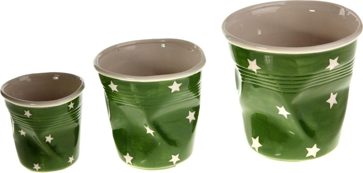 Набор кашпо Стакан, цвет: зеленый, 3 предмета80663Размеры: 10 х 10 см, 13 х 13 см, 16 х 16 см. Комнатные растения — всеобщие любимцы. Они радуют глаз, насыщают помещение кислородом и украшают пространство. Каждому из растений необходим свой удобный и красивый дом.Кашпо из керамики прекрасно подходят для высадки растений:за счёт пластичности глины и разных способов обработки существует великое множество форм и дизайновпористый материал позволяет испаряться лишней влагевоздух, необходимый для дыхания корней, проникает сквозь керамические стенки.Набор кашпо 3 шт. Стакан зелёное позаботится о зелёном питомце, освежит интерьер и подчеркнёт его стиль. Добавьте помещению уют.