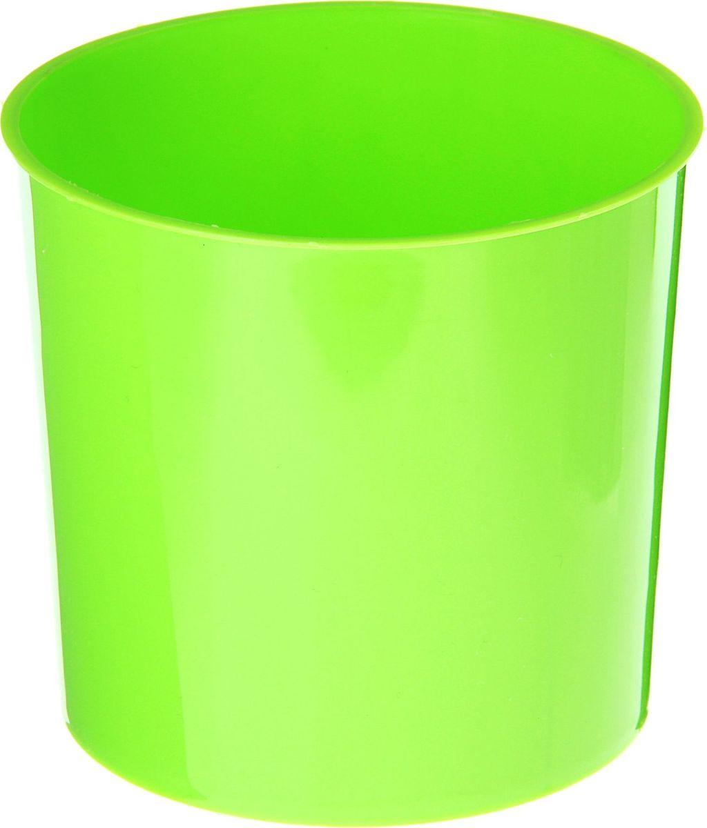 Горшок для цветов VesnaDecor, цвет: салатовый, 11 х 10,5 х 11 см10503Любой, даже самый современный и продуманный интерьер будет не завершённым без растений. Они не только очищают воздух и насыщают его кислородом, но и заметно украшают окружающее пространство. Такому полезному &laquo члену семьи&raquoпросто необходимо красивое и функциональное кашпо, оригинальный горшок или необычная ваза! Мы предлагаем - Горшок 800 мл для цветов d=11 см, цвет салатовый!Оптимальный выбор материала &mdash &nbsp пластмасса! Почему мы так считаем? Малый вес. С лёгкостью переносите горшки и кашпо с места на место, ставьте их на столики или полки, подвешивайте под потолок, не беспокоясь о нагрузке. Простота ухода. Пластиковые изделия не нуждаются в специальных условиях хранения. Их&nbsp легко чистить &mdashдостаточно просто сполоснуть тёплой водой. Никаких царапин. Пластиковые кашпо не царапают и не загрязняют поверхности, на которых стоят. Пластик дольше хранит влагу, а значит &mdashрастение реже нуждается в поливе. Пластмасса не пропускает воздух &mdashкорневой системе растения не грозят резкие перепады температур. Огромный выбор форм, декора и расцветок &mdashвы без труда подберёте что-то, что идеально впишется в уже существующий интерьер.Соблюдая нехитрые правила ухода, вы можете заметно продлить срок службы горшков, вазонов и кашпо из пластика: всегда учитывайте размер кроны и корневой системы растения (при разрастании большое растение способно повредить маленький горшок)берегите изделие от воздействия прямых солнечных лучей, чтобы кашпо и горшки не выцветалидержите кашпо и горшки из пластика подальше от нагревающихся поверхностей.Создавайте прекрасные цветочные композиции, выращивайте рассаду или необычные растения, а низкие цены позволят вам не ограничивать себя в выборе.