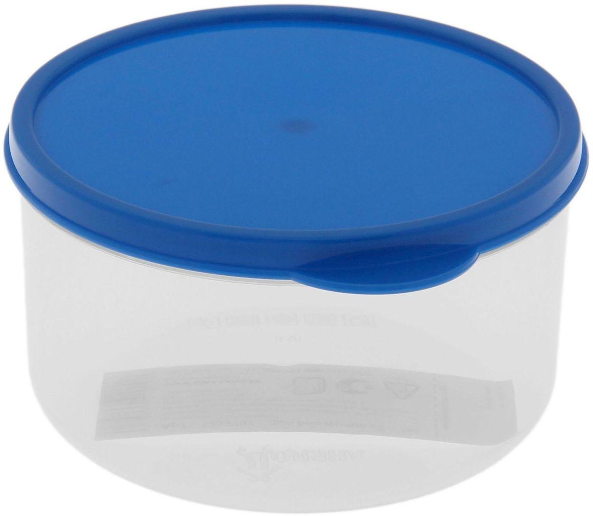 Контейнер пищевой Доляна, круглый, цвет: синий, 500 мл115510Если после вкусного обеда осталась еда, а насладиться трапезой хочется и на следующий день, ланч-бокс станет отличным решением данной проблемы!Такой контейнер является незаменимым предметом кухонной утвари, ведь у него много преимуществ:Простота ухода. Ланч-бокс достаточно промыть тёплой водой с небольшим количеством чистящего средства, и он снова готов к использованию.Вместительность. Большой выбор форм и объёма поможет разместить разнообразные продукты от сахара до супов.Эргономичность. Ланч-боксы очень легко хранить даже в самой маленькой кухне, так как их можно поставить один в другой по принципу матрёшки.Многофункциональность. Разнообразие цветов и форм делает возможным использование контейнеров не только на кухне, но и в других областях домашнего быта.Любители приготовления обеда на всю семью в большинстве случаев приобретают ланч-боксы наборами, так как это позволяет рассортировать продукты по всевозможным признакам. К тому же контейнеры среднего размера станут незаменимыми помощниками на работе: ведь что может быть приятнее, чем порадовать себя во время обеда прекрасной едой, заботливо сохранённой в контейнере?В качестве материала для изготовления используется пластик, что делает процесс ухода за контейнером ещё более эффективным. К каждому ланч-боксу в комплекте также прилагается крышка подходящего размера, это позволяет плотно и надёжно удерживать запах еды и упрощает процесс транспортировки.Однако рекомендуется соблюдать и меры предосторожности: не использовать пластиковые контейнеры в духовых шкафах и на открытом огне, а также не разогревать в микроволновых печах при закрытой крышке ланч-бокса. Соблюдение мер безопасности позволит продлить срок эксплуатации и сохранить отличный внешний вид изделия.Эргономичный дизайн и многофункциональность таких контейнеров — вот, что является причиной большой популярности данного предмета у каждой хозяйки. А в преддверии лета и дачного сезона такое приобретени
