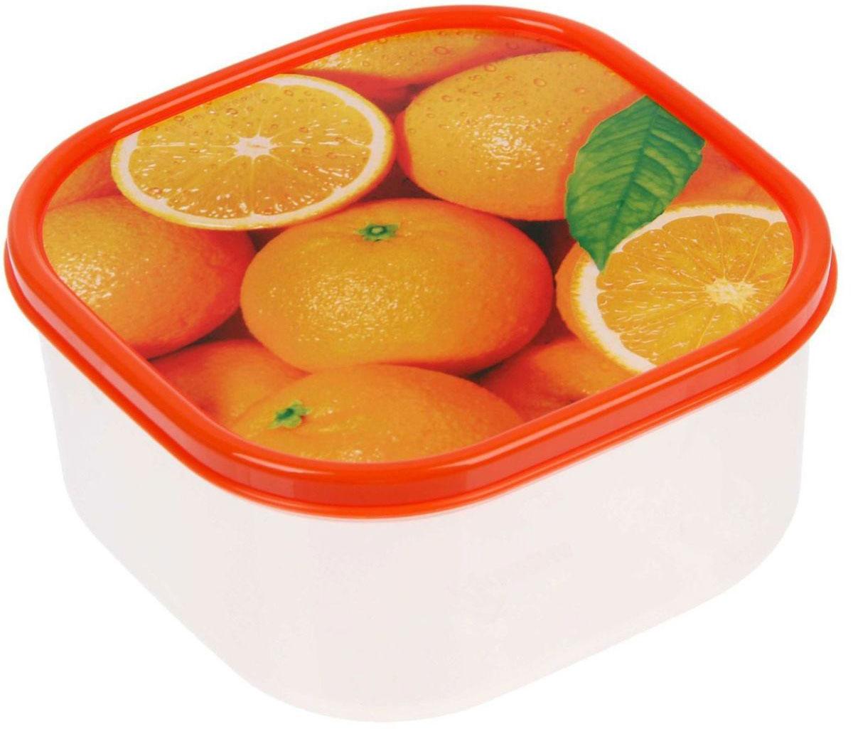 Ланч-бокс Доляна Апельсины, квадратный, 700 мл1333982Ланч-бокс Доляна изготовлен из прочного пищевого пластика. В комплекте прилагается крышка подходящего размера, которая плотно и надежно закрывается и упрощает процесс транспортировки. Такой контейнер является незаменимым предметом кухонной утвари, ведь у него много преимуществ: Простота ухода. Ланч-бокс достаточно промыть теплой водой с небольшим количеством чистящего средства. Вместительность. Изделие позволяет разместить разнообразные продукты от сахара до супов. Эргономичность. Ланч-боксы очень легко хранить даже в самой маленькой кухне, так как их можно поставить один в другой по принципу матрешки. Многофункциональность. Он пригодится, если после вкусного обеда осталась еда, а насладиться трапезой хочется и на следующий день. Можно использовать не только на кухне, но и для хранения различных бытовых предметов, а также брать с собой еду на работу или учебу. Не использовать пластиковые контейнеры в духовых шкафах и на открытом огне, а также не разогревать в микроволновых печах при закрытой крышке ланч-бокса.