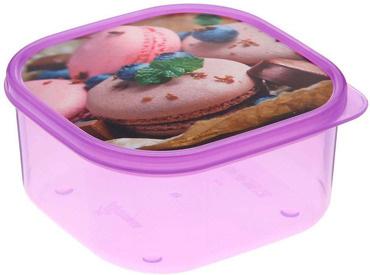 Ланч-бокс Доляна №26, квадратный, 700 млVT-1520(SR)Если после вкусного обеда осталась еда, а насладиться трапезой хочется и на следующий день, ланч-бокс станет отличным решением данной проблемы!Такой контейнер является незаменимым предметом кухонной утвари, ведь у него много преимуществ:Простота ухода. Ланч-бокс достаточно промыть тёплой водой с небольшим количеством чистящего средства, и он снова готов к использованию.Вместительность. Большой выбор форм и объёма поможет разместить разнообразные продукты от сахара до супов.Эргономичность. Ланч-боксы очень легко хранить даже в самой маленькой кухне, так как их можно поставить один в другой по принципу матрёшки.Многофункциональность. Разнообразие цветов и форм делает возможным использование контейнеров не только на кухне, но и в других областях домашнего быта.Любители приготовления обеда на всю семью в большинстве случаев приобретают ланч-боксы наборами, так как это позволяет рассортировать продукты по всевозможным признакам. К тому же контейнеры среднего размера станут незаменимыми помощниками на работе: ведь что может быть приятнее, чем порадовать себя во время обеда прекрасной едой, заботливо сохранённой в контейнере?В качестве материала для изготовления используется пластик, что делает процесс ухода за контейнером ещё более эффективным. К каждому ланч-боксу в комплекте также прилагается крышка подходящего размера, это позволяет плотно и надёжно удерживать запах еды и упрощает процесс транспортировки.Однако рекомендуется соблюдать и меры предосторожности: не использовать пластиковые контейнеры в духовых шкафах и на открытом огне, а также не разогревать в микроволновых печах при закрытой крышке ланч-бокса. Соблюдение мер безопасности позволит продлить срок эксплуатации и сохранить отличный внешний вид изделия.Эргономичный дизайн и многофункциональность таких контейнеров — вот, что является причиной большой популярности данного предмета у каждой хозяйки. А в преддверии лета и дачного сезона такое приобретение позволи