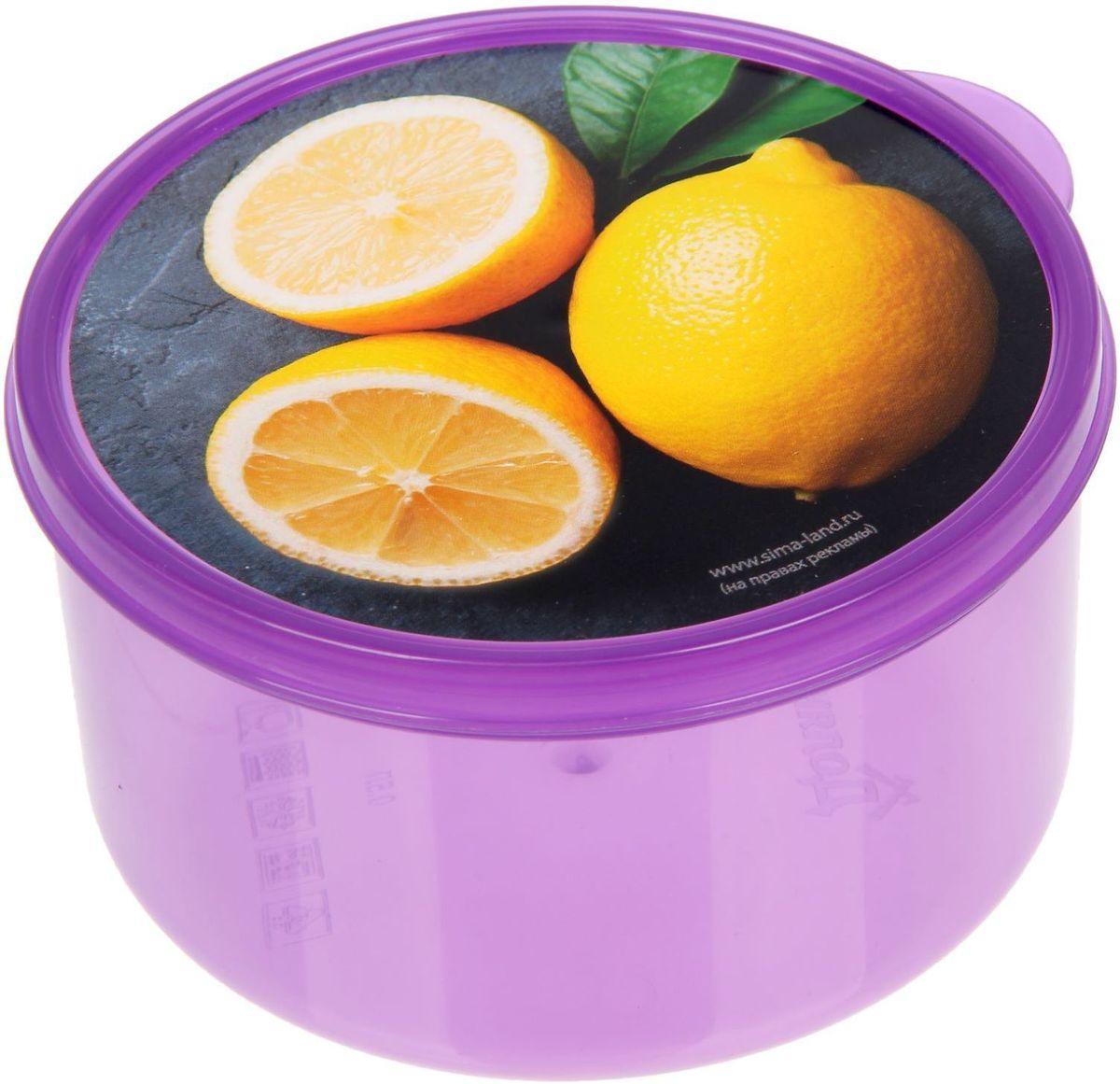 Ланч-бокс Доляна №18, круглый, 500 млVT-1520(SR)Если после вкусного обеда осталась еда, а насладиться трапезой хочется и на следующий день, ланч-бокс станет отличным решением данной проблемы!Такой контейнер является незаменимым предметом кухонной утвари, ведь у него много преимуществ:Простота ухода. Ланч-бокс достаточно промыть тёплой водой с небольшим количеством чистящего средства, и он снова готов к использованию.Вместительность. Большой выбор форм и объёма поможет разместить разнообразные продукты от сахара до супов.Эргономичность. Ланч-боксы очень легко хранить даже в самой маленькой кухне, так как их можно поставить один в другой по принципу матрёшки.Многофункциональность. Разнообразие цветов и форм делает возможным использование контейнеров не только на кухне, но и в других областях домашнего быта.Любители приготовления обеда на всю семью в большинстве случаев приобретают ланч-боксы наборами, так как это позволяет рассортировать продукты по всевозможным признакам. К тому же контейнеры среднего размера станут незаменимыми помощниками на работе: ведь что может быть приятнее, чем порадовать себя во время обеда прекрасной едой, заботливо сохранённой в контейнере?В качестве материала для изготовления используется пластик, что делает процесс ухода за контейнером ещё более эффективным. К каждому ланч-боксу в комплекте также прилагается крышка подходящего размера, это позволяет плотно и надёжно удерживать запах еды и упрощает процесс транспортировки.Однако рекомендуется соблюдать и меры предосторожности: не использовать пластиковые контейнеры в духовых шкафах и на открытом огне, а также не разогревать в микроволновых печах при закрытой крышке ланч-бокса. Соблюдение мер безопасности позволит продлить срок эксплуатации и сохранить отличный внешний вид изделия.Эргономичный дизайн и многофункциональность таких контейнеров — вот, что является причиной большой популярности данного предмета у каждой хозяйки. А в преддверии лета и дачного сезона такое приобретение позволит п
