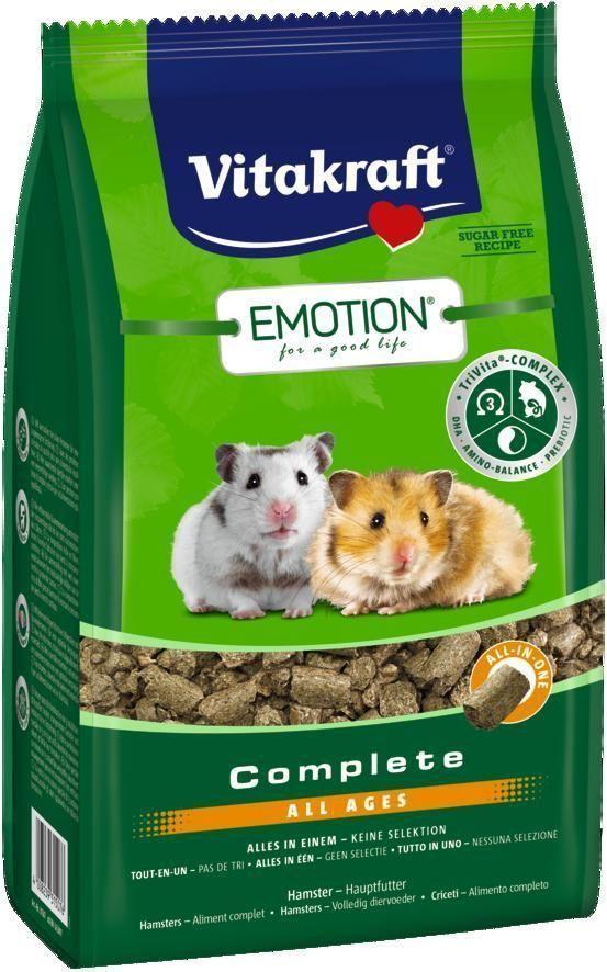 Корм для хомяков Vitakraft Complete All Ages, 800 г25674Сбалансированный корм для хомяков. Содержит пребиотик инулин, все жизненно важные аминокислоты и докозагексаеновую кислоту, наиболее ценную из Омега-3 жирных кислот, важную для функции сердца, головного мозга и иммунной системы. Исключает выборочное поедание. Состав: продукты растительного происхождения, крапива 5%, инулин 2,1%, семена, моллюски и ракообразные (дафния 2%), масла и жиры, водоросли, экстракт юкки, дрожжи. Товар сертифицирован.