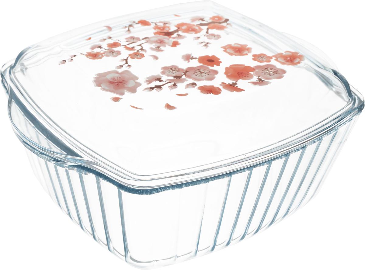 Форма для запекания Pasabahce, с крышкой, 3 л68/5/3Квадратная форма Pasabahce выполнена из жаропрочного стекла, что позволяет использовать ее для запекания различных блюд. Форма не вступает в реакцию с готовящейся пищей, не выделяет никаких вредных веществ и не подвергается воздействию кислот и солей. Из-за невысокой теплопроводности пища в стеклянной посуде гораздо медленнее остывает. Поэтому в такой форме вы можете как приготовить пищу, так и изящно подать ее к столу, не меняя посуды. Благодаря прозрачности стекла за едой можно наблюдать при ее готовке. Стеклянная посуда очень удобна для приготовления и подачи самых разнообразных блюд. Изделие также подойдет для сервировки и приготовления салатов. В комплекте имеется крышка, декорированная цветочным узором. Форма снабжена двумя удобными ручками и дополнена рельефом с внутренней стороны. Посуду можно использовать в СВЧ и духовом шкафу при температуре до +300°С, ставить в морозилку при температуре -40°С, а также мыть в посудомоечной машине. Размер формы (с учетом ручек): 21 х 25 см. Высота стенки: 8,5 см.