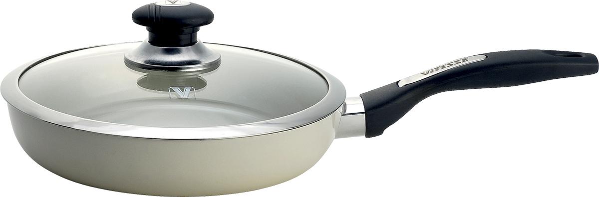 Сковорода Vitesse с крышкой, с керамическим покрытием, цвет: белый. Диаметр 24 см + ПОДАРОК: Лопатка силиконовая391602Сковорода Vitesse изготовлена из высококачественного алюминия с внутренним керамическим покрытием премиум-класса Eco-Cera. Благодаря керамическому покрытию пища не пригорает и не прилипает к поверхности сковороды, что позволяет готовить с минимальным количеством масла. Кроме того, такое покрытие абсолютно безопасно для здоровья человека, так как не содержит вредной примеси PFOA. Покрытие стойко к высоким температурам (до 450°С), устойчиво к царапинам.Внешнее цветное термостойкое покрытие охраняет цвет долгое время и обладает жироотталкивающими свойствами.Сковорода быстро разогревается, распределяя тепло по всей поверхности, что позволяет готовить в энергосберегающем режиме, значительно сокращая время, проведенное у плиты.Сковорода оснащена прочной ненагревающейся бакелитовой ручкой с покрытием Soft-Touch. Крышка из термостойкого стекла снабжена металлическим ободом, удобной стальной ручкой и отверстием для выпуска пара. Такая крышка позволит следить за процессом приготовления пищи без потери тепла. Она плотно прилегает к краям сковороды, сохраняя аромат блюд. Сковорода пригодна для использования на всех типах плит, кроме индукционных. Подходит для чистки в посудомоечной машине.К сковороде прилагается подарок - силиконовая лопатка. Лопатка пригодна для посуды всех видов, особенно замечательна для посуды с антипригарным покрытием, поверхность которой не повредит.Высота стенки сковороды: 5 см.Толщина стенки: 3 мм.Толщина дна: 5 мм.Длина ручки: 19 см.Длина лопатки: 26 см.