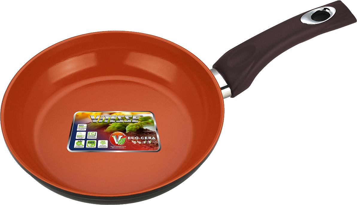 Сковорода Vitesse Cherry, цвет: коричневый. Диаметр 24 смVS-1053Сковорода Vitesse Cherry изготовлена из высококачественного алюминия. Внутреннее керамическое покрытие Eco-Cera, позволяющее готовить при высоких температурах, не оставляет послевкусия, делает возможным приготовление блюд без масла, сохраняет витамины и питательные вещества. Высокотехнологичное внешнее антипригарное покрытие коричневого цвета устойчиво к царапинам и механическим повреждениям. Покрытие безопасно для человека, не содержит PFOA. Утолщенное алюминиевое дно обеспечивает равномерное распределение тепла по поверхности. Сковорода снабжена удобной и высокопрочной ручкой из бакелита, которая не нагревается в процессе приготовления пищи.Сковорода Vitesse Cherry подходит для использования на всех типах кухонных плит кроме индукционных. Можно мыть в посудомоечной машине. Рекомендуется использовать специальные прихватки для того, чтобы взяться за ручку. Можно использовать металлическую лопатку. Характеристики:Материал: алюминий, бакелит. Внутренний диаметр сковороды: 24 см. Высота стенки сковороды: 4 см. Толщина стенки сковороды: 4 мм. Толщина дна сковороды: 5 мм. Длина ручки: 17 см. Артикул: VS-2279.