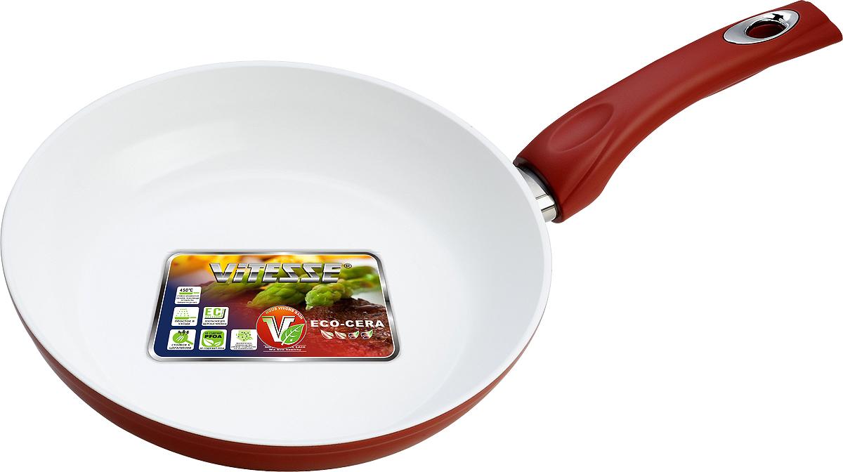 Сковорода Vitesse, с керамическим покрытием, цвет: красный. Диаметр 24 см. VS-2291FS-80299Сковорода Vitesse изготовлена из высококачественного кованого алюминия, что обеспечивает равномерное нагревание и доведение блюд до готовности. Внешнее термостойкое покрытие красного цвета обеспечивает легкую чистку. Внутреннее керамическое покрытие Eco-Cera белого цвета абсолютно безопасно для здоровья человека и окружающей среды, так как не содержит вредной примеси PFOA и имеет низкое содержание CO в выбросах при производстве. Керамическое покрытие обладает высокой прочностью, что позволяет готовить при температуре до 450°С и использовать металлические лопатки. Кроме того, с таким покрытием пища не пригорает и не прилипает к стенкам. Готовить можно с минимальным количеством подсолнечного масла. Сковорода оснащена термостойкой ненагревающейся ручкой удобной формы, выполненной из бакелита с силиконовым покрытием. Можно использовать на газовых, электрических, стеклокерамических, галогенных, чугунных конфорках. Можно мыть в посудомоечной машине. Характеристики:Материал: алюминий, бакелит. Цвет: красный, белый. Диаметр: 24 см. Высота стенки: 5 см. Толщина стенки: 4 мм. Толщина дна: 8 мм. Длина ручки: 18 см. Диаметр дна: 18,5 см.