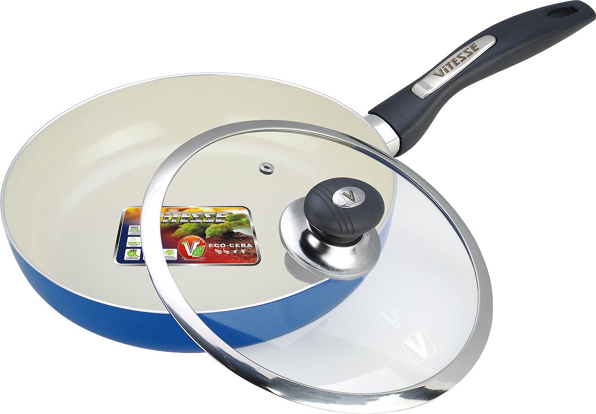 Сковорода Vitesse с крышкой, с керамическим покрытием, цвет: синий, белый, черный. Диаметр 24 см + Лопатка кулинарная Vitesse, длина 25,5 смFS-80299Сковорода Vitesse изготовлена из высококачественного алюминия. Она имеет стойкое внутреннее керамическое покрытие, позволяющее готовить при температуре до 450°С и обеспечивающее быстрый нагрев и равномерное распределение тепла по все поверхности. Внешнее элегантное цветное покрытие было подвергнуто высокотемпературной обработке. Сковорода имеет высокопрочную и огнестойкую ручку из бакелита. Ручка не нагревается и имеет удобную форму. Сковорода оснащена стеклянной крышкой с металлическим ободом, которая позволяет следить за процессом приготовления. Сковорода Vitesse подходит для использования на всех типах плит, кроме индукционной. Также изделие можно мыть в посудомоечной машине. К сковороде Vitesse прилагается подарок - силиконовая лопатка. Диаметр сковороды (по верхнему краю): 24 см. Высота стенки: 4,5 см. Длина ручки сковороды: 18 см. Длина лопатки: 25,5 см.