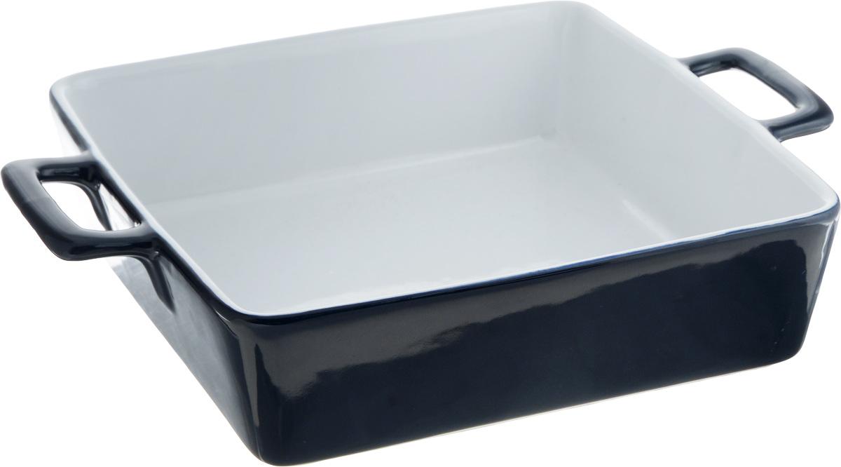 Блюдо для запекания Bohmann, квадратное, 2,5 л181067Блюдо для запекания Bohmann изготовлено из качественной жаропрочной керамики с покрытием глазурью. Изделие имеет толстые стенки, благодаря которым пища равномерно и быстро пропекается. Поверхность устойчива к запахам и красителям, к образованию пятен, легко моется. В таком блюде удобно запекать мясу, рыбу, овощи, а также готовить выпечку. Использовать в духовом шкафу при температуре до 220°С. Подходит также для использования в микроволновой и конвекционной печи, для хранения продуктов в холодильнике и морозильной камере. Можно мыть в посудомоечной машине.Высота стенки: 7 см.Ширина блюда (с учетом ручек): 32,5 см.Размер блюда по верхнему краю (без учета ручек): 25 х 25 см.
