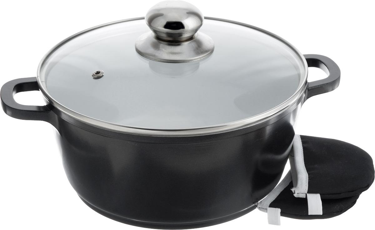 Кастрюля Bohmann с крышкой, с керамическим покрытием, с 2 прихватками, 2,6 л. BH-7322FS-91909Кастрюля Bohmann изготовлена из алюминия с высококачественным внутренним керамическим покрытием. Такое покрытие прекрасно подходит для приготовления разнообразных блюд из мяса, рыбы, птицы и овощей практически не используя масло. Готовое блюдо получится не только вкусным, но и полезным. Кастрюля оснащена алюминиевыми ручками, которые дополнены текстильными чехлами-прихватками для защиты от ожогов. Крышка из жаропрочного стекла со стальным ободом дополнена отверстием для выпуска пара.Можно использовать на газовых, электрических, галогеновых и индукционных плитах. Можно мыть в посудомоечной машине. Диаметр кастрюли по верхнему краю: 22 см.Высота стенки: 10 см. Ширина с учетом ручек: 29,5 см.Диаметр индукционного дна: 18 см.Размер прихватки: 10,5 х 7 см.