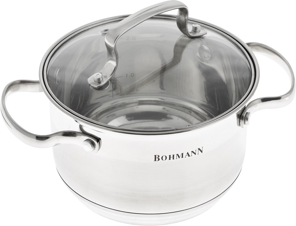 Кастрюля Bohmann с крышкой, цвет: серый, 2,1 л68/5/3Кастрюля Bohmann изготовлена из высококачественной нержавеющей стали. Нержавеющая сталь отличается высокой экологической чистотой и долговечностью, устойчива к воздействию пищевых кислот, не образует соединений с компонентами пищи. Толстое многослойное дно обеспечивает быстрый нагрев и равномерное распределение тепла по всей поверхности. Жаропрочная стеклянная крышка плотно прилегает к краям посуды, имеет отверстие для выхода пара, сохраняя аромат и вкус блюд. При этом можно наблюдать за готовностью пищи без потери тепла. Крышка и кастрюля оснащены удобными ручками.Кастрюля подходит для всех плит, включая индукционные. Можно мыть в посудомоечной машине.Диаметр кастрюли (по верхнему краю): 16 см.Диаметр дна: 13 см.Высота стенки: 10,5 см.Ширина кастрюли (с учетом ручек): 24 см.