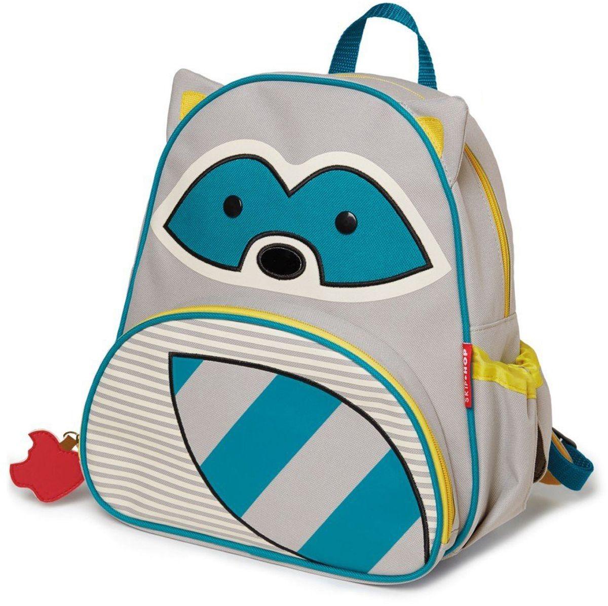 Skip Hop Рюкзак дошкольный Енот226402Дошкольный рюкзак Skip Hop каждый день будет радовать вашего малыша, вызывать улыбки у прохожих и зависть у сверстников. С ним можно ходить в детский сад, на прогулку, в гости к бабушке или ездить на экскурсии.Рюкзак имеет одно основное отделение на застежке-молнии, в которое легко поместятся книжка, альбом для рисования, краски, фломастеры, любимая игрушка и контейнер с едой, а кармашек сбоку предназначен специально для бутылочки с водой. Передний карман на молнии предназначен для мелких вещей.Рюкзак оснащен ручкой для переноски в руках и лямками регулируемой длины.