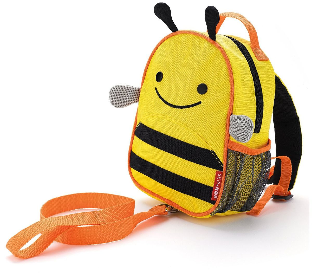 Skip Hop Рюкзак дошкольный Пчела с поводкомSH 212205Дошкольный рюкзак Skip Hop, выполненный в виде пчелки, поможет сделать первые шаги, подстрахует малыша в ответственный момент, огородит родителей от лишних волнений и беспокойств с помощью поводка для детской безопасности. При необходимости поводок можно отстегнуть.Милая мордашка животного всегда будет поднимать настроение, а вместительный кармашек позволит носить с собой необходимые вещи: пакетик с соком, любимые игрушки и блокноты для рисования.Рюкзак имеет одно отделение на застежке-молнии, в котором находится бирка для имени.