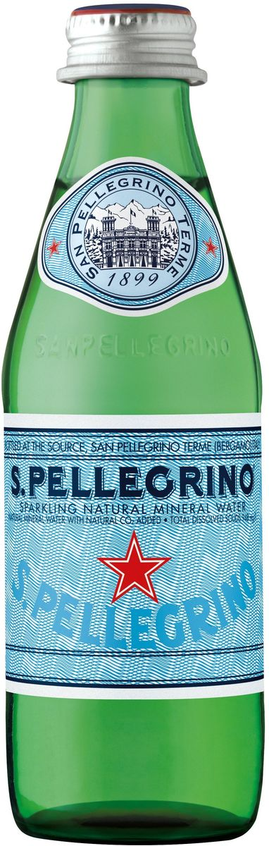 San Pellegrino вода минеральная газированная гидрокарбонатно-сульфатная магниево-кальцевая, 0,25 л5060295130016S.Pellegrino – минеральная вода натуральной газации, которая добывается из термальных источников итальянской коммуны Сан Пеллегрино Терме (San Pellegrino Terme), расположенной в предгорье Альп на севере Италии. Источник стал популярен еще в начале 16-го века. На его воды съезжалась знать со всей Европы благодаря великому гению эпохи Ренессанс Леонардо Да Винчи, который первым создал карту расположения источника Сан-Пеллегрино. Каждая капля воды S.Pellegrino, рожденная в итальянских Альпах, проходит 30-тилетний путь под землей, насыщаясь минеральными веществами. Её бережно разливают в бутылки прямо на источнике с 1899 года. S.Pellegrino – это настоящий символ Италии и совершенное выражение итальянского образа жизни.100% натуральная водаНе подвергается химической обработкеТонкий вкус и сбалансированное содержание газа прекрасно подчёркивают вкус едыМожно употреблять без ограничения и в любом количествеИсточник полностью защищен и охраняется государствомИсточник: Сан Пеллегрино Терме, Бергамо, Италия.