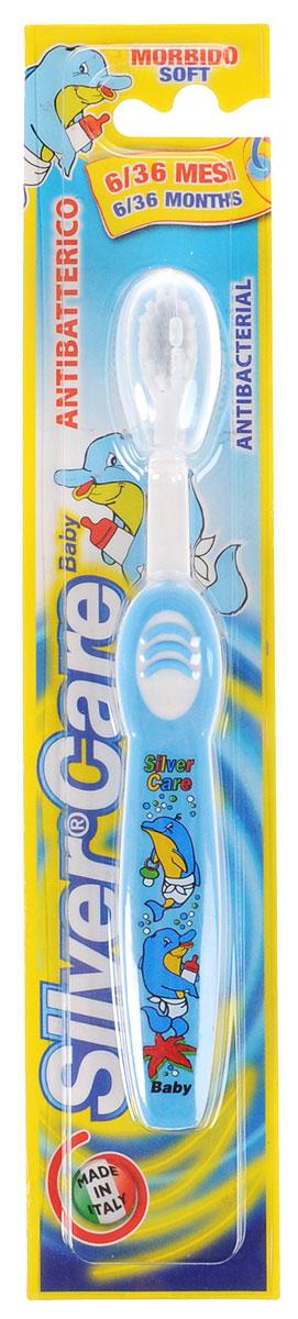 Silver Care Зубная щетка Baby, мягкая, от 6 месяцев до 3 лет, цвет: голубойFCN21315_фиолетовыйДетская зубная щетка Silver Care Baby имеет анатомическую форму ручки для формирования правильных навыков чистки зубов. Поверхность чистящей головки покрыта серебром для надежной защиты от бактерий. Каждая щетинка тщательно закруглена для бережного очищения зубов и массажа десен. Защитный футляр обеспечивает гигиеническую чистоту во время путешествий. С антибактериальным покрытием чистящей головки и идеальными щетинками для деликатной чистки первых зубов младенца.Серебро с древних времен используется как дезинфицирующее средство, поэтому компания Silver Care выбрала именно этот способ дополнительной защиты зубных щеток. Серебро убивает бактерии внутри полости рта и обеспечивает надежную защиту от кариеса. Во время прорезывания зубов у малышей чешутся десны, а зубная щетка Silver Care обеспечивает легкий массаж во время чистки. Щетина щетки очень мягкая, что обеспечивает наиболее комфортную чистку зубов и не причиняет беспокойства ребенку.