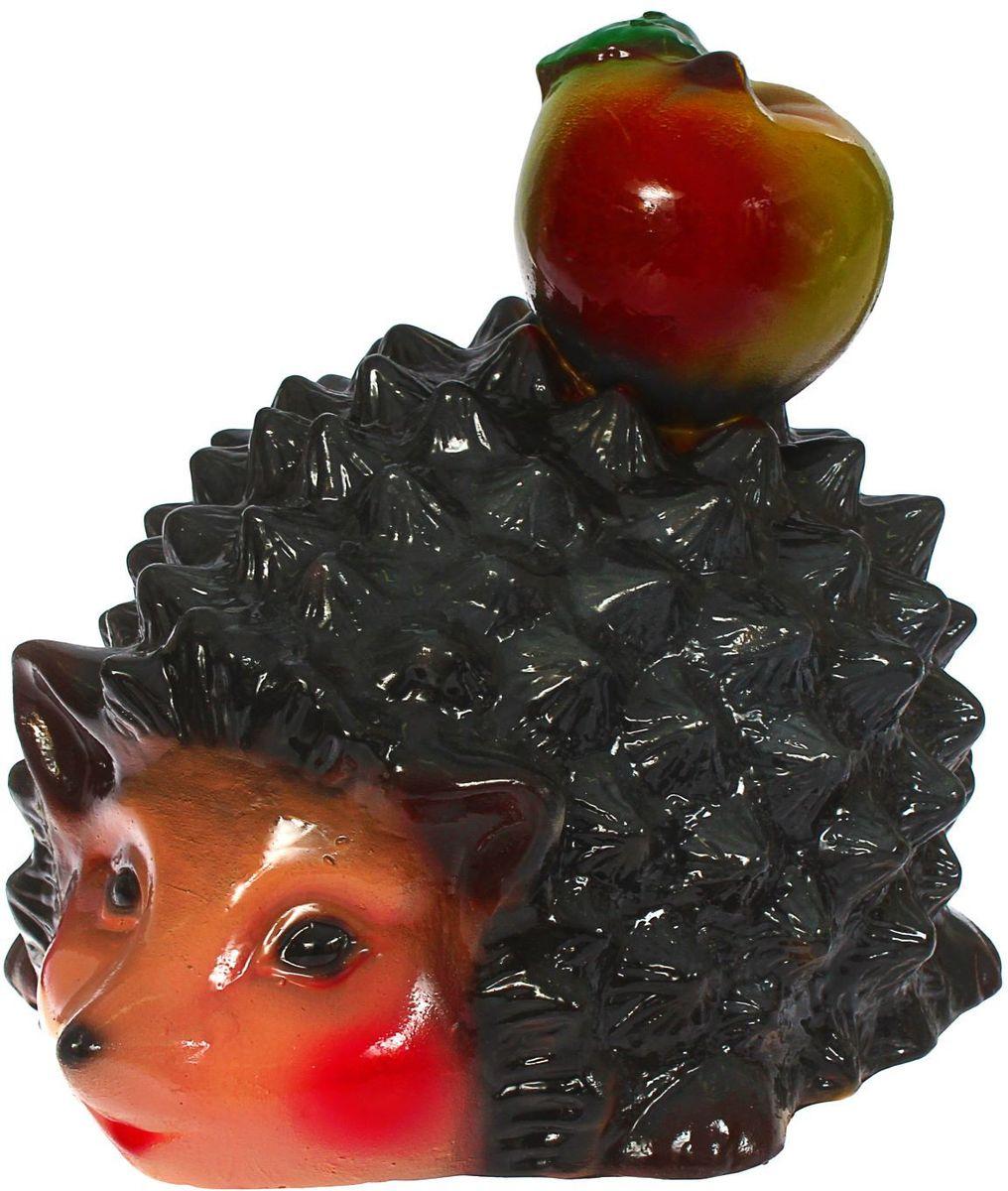 Фигура садовая Керамика ручной работы Ежик с яблоком, 29 х 20 х 22 см43863Ёжики придадут саду уюта и очарования. Эти зверьки символизируют запасливость, поэтому непременно помогут вырастить и сохранить богатый урожай. Такой декор выгоднее всего смотрится в траве или под деревьями — в природных местах обитания животных. #name# создаст солнечное настроение даже в пасмурный день и сделает дачный участок оригинальным. Дополните окружающее пространство необычной деталью.